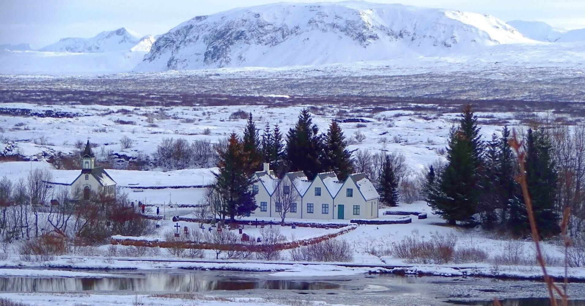 Granjas islandesas y paisajes invernales.