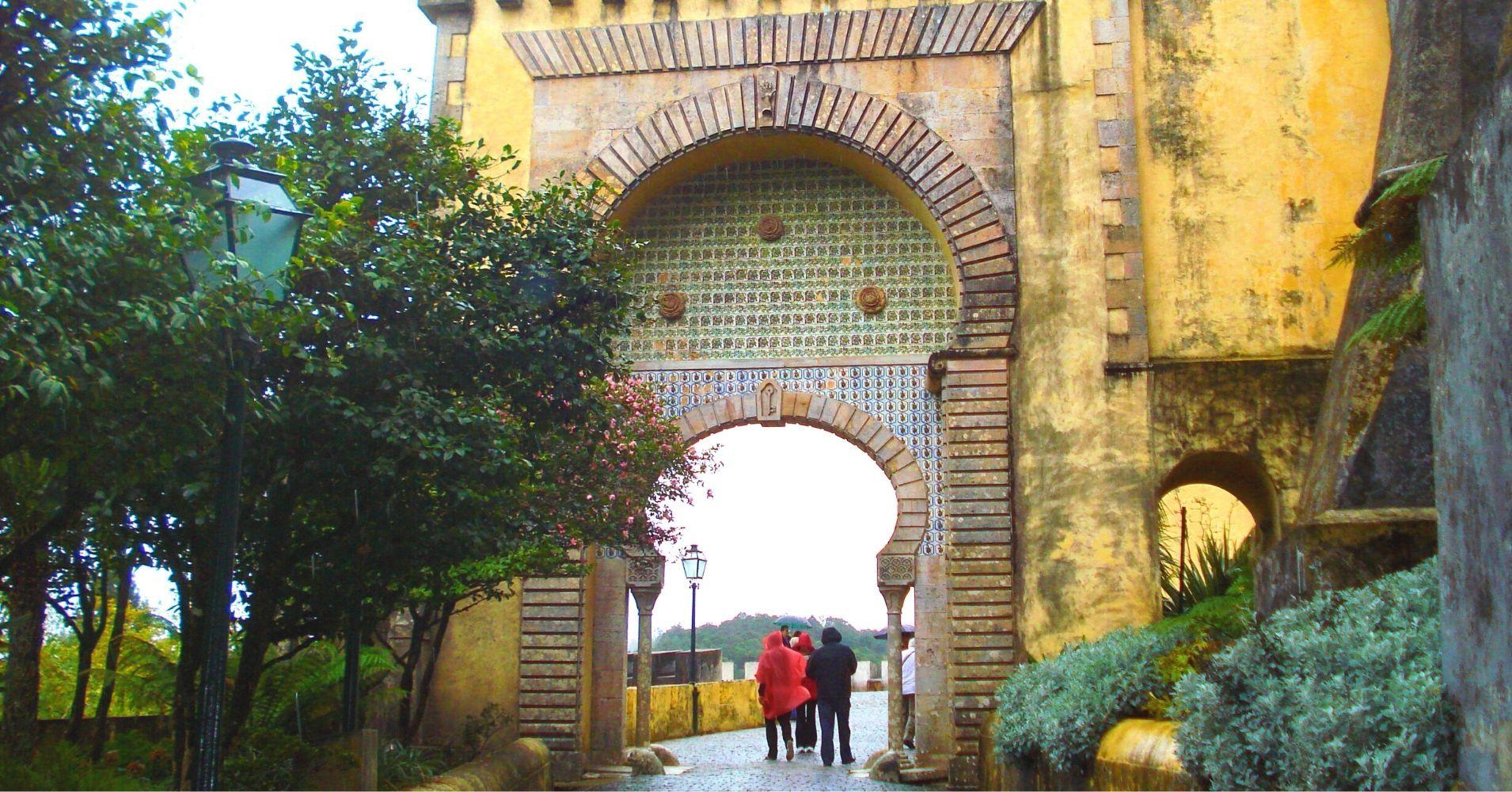 Puerta de Entrada al Palacio. Sintra. Portugal.