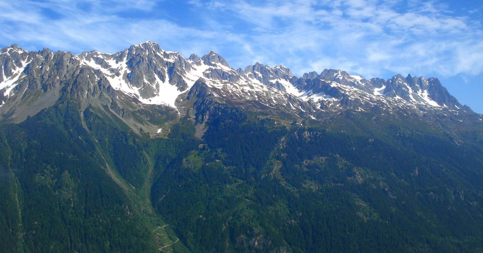 Panorámica de la Cordillera de los Alpes desde El Tour del Mont Blanc.