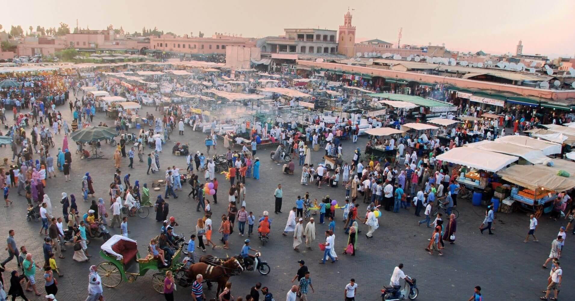 Panorámica de la Plaza de Jamaa el Fna, Marrakech. Marruecos.