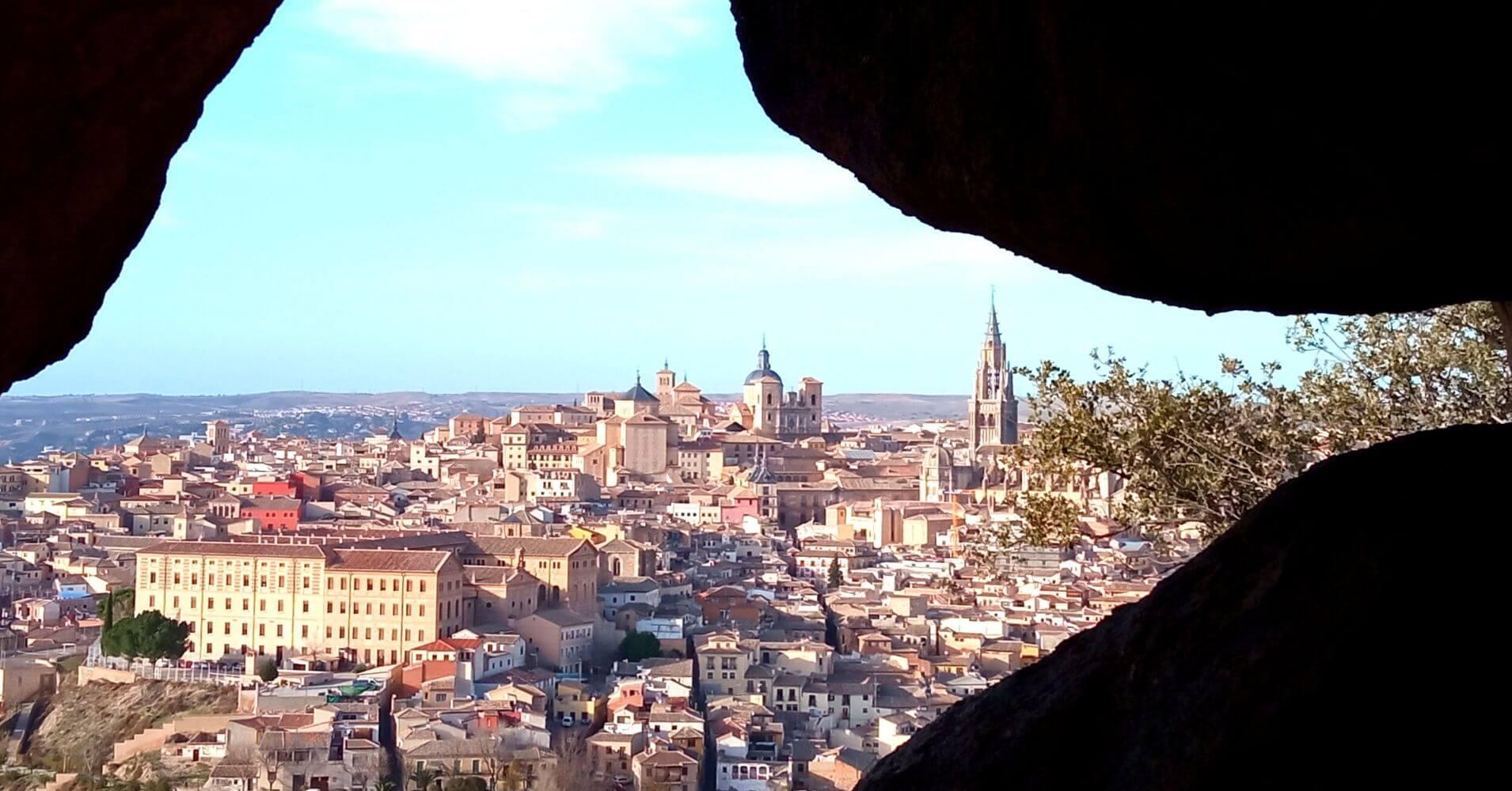 Panorámica de Toledo desde La Cueva de la Piedra del Rey Moro. Toledo, Castilla La Mancha.