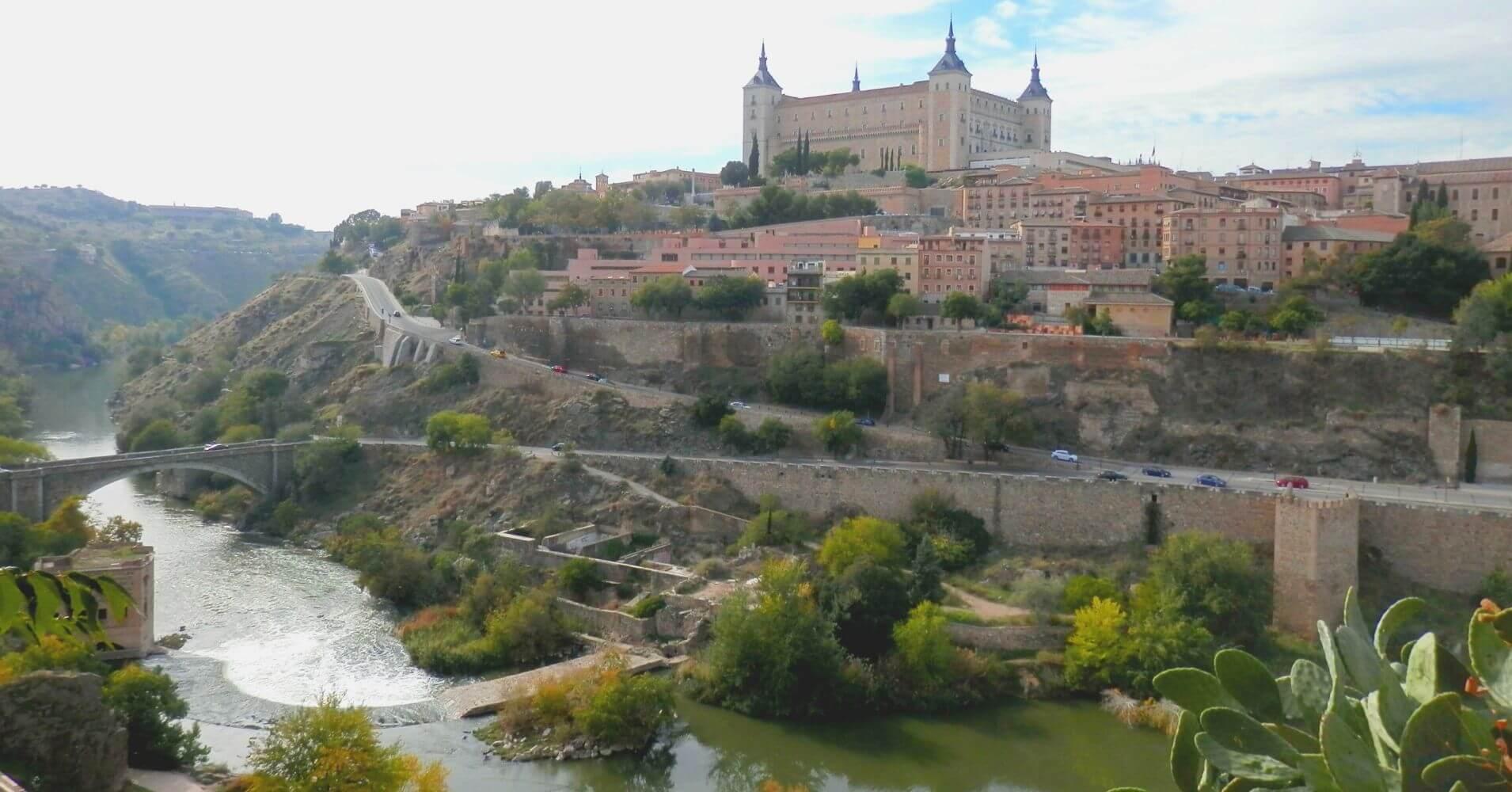 Panorámica del Alcázar de Toledo, Castilla la Mancha. Toledo un Viaje en el Tiempo.