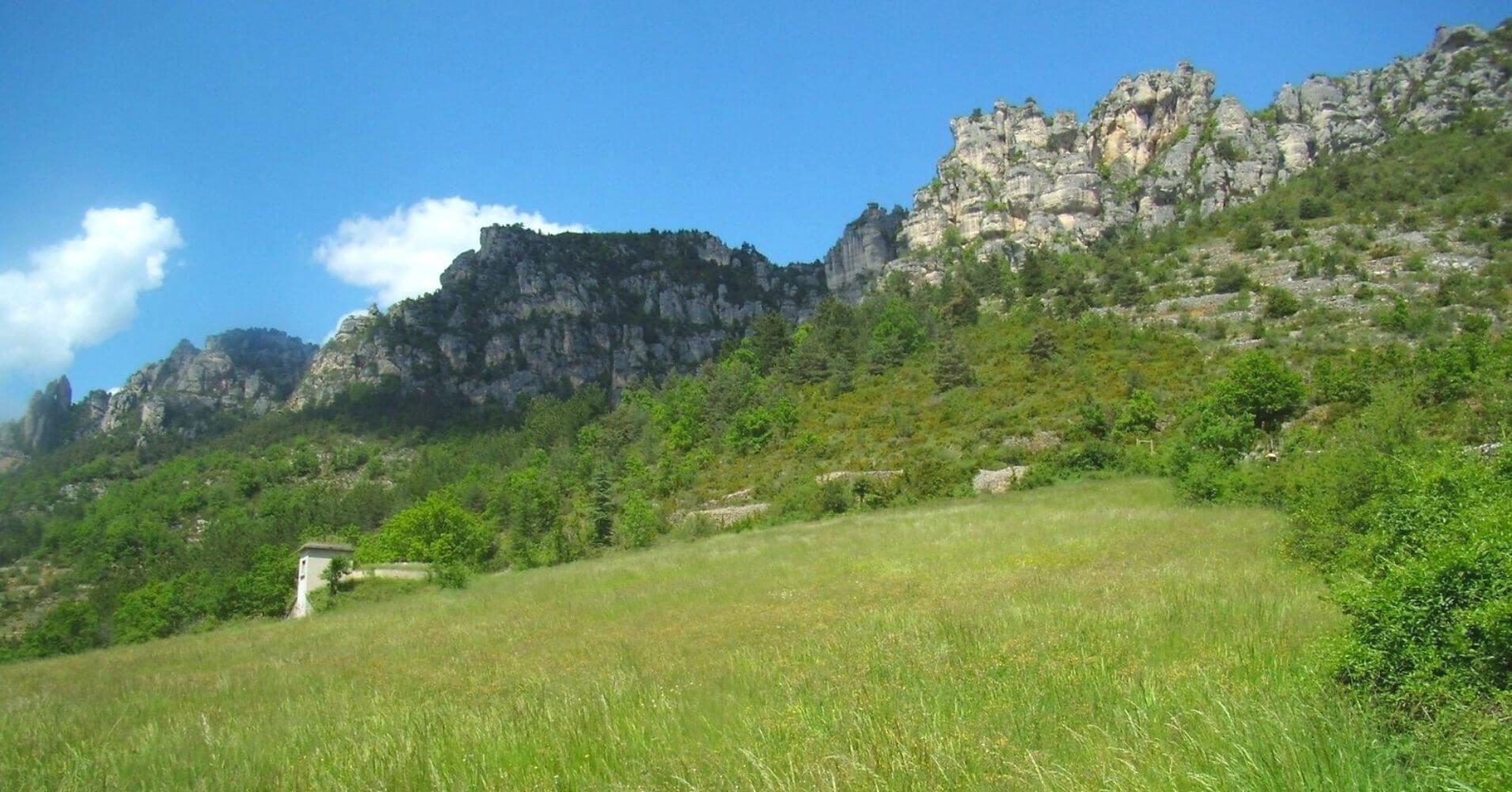 Paredes de la Ferrata de Liaucous. Aveyron, Occitania. Francia.