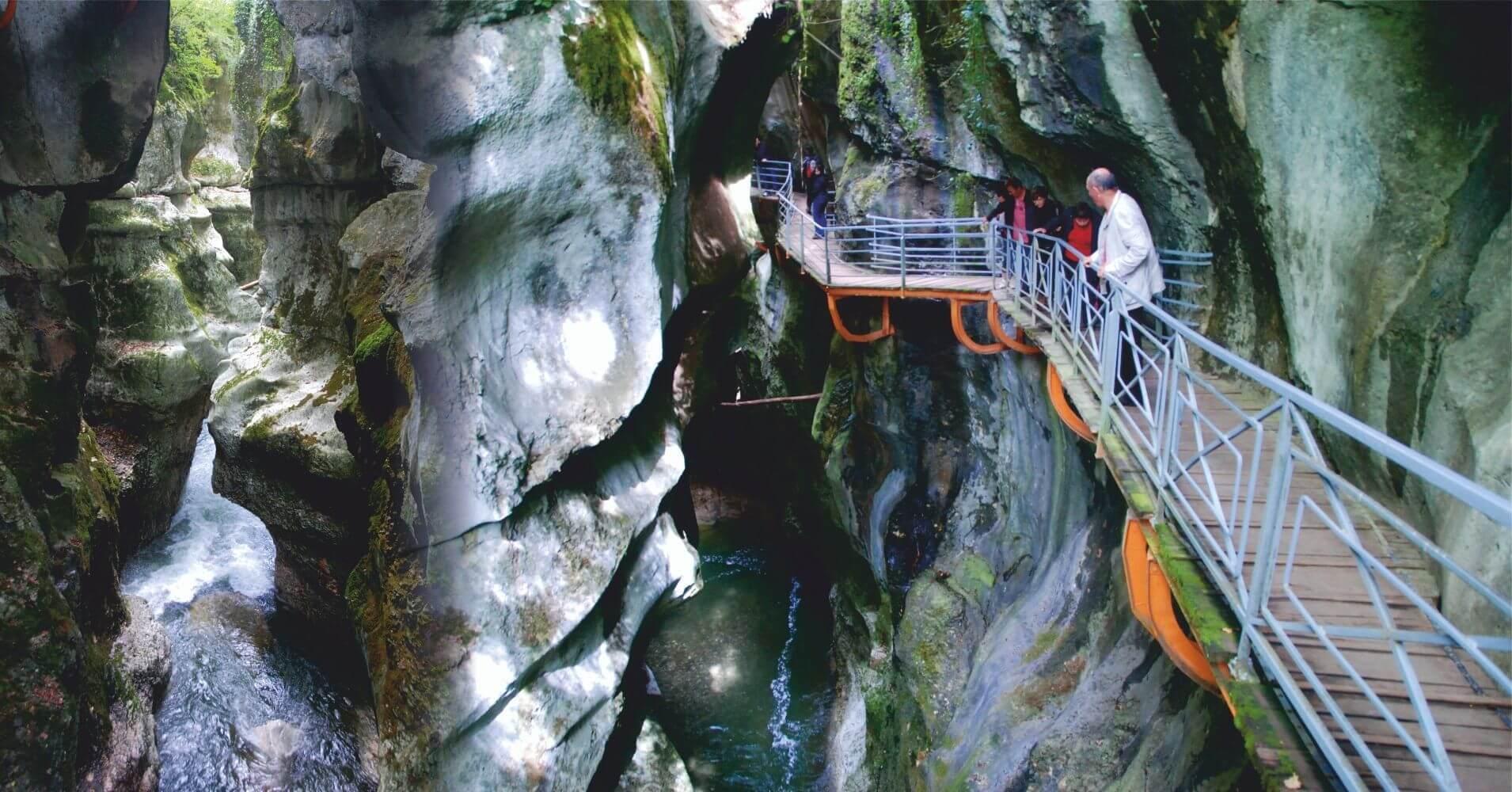 Pasarelas de le Gorges du Fier. Lovagni, Alta Saboya. Auvernia-Ródano-Alpes. Francia.