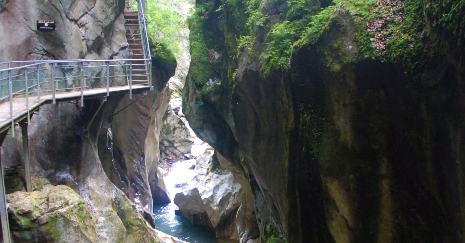 Pasarelas de las Gargantas. La Vernaz. Alta Saboya. Auvernia-Ródano-Alpes.