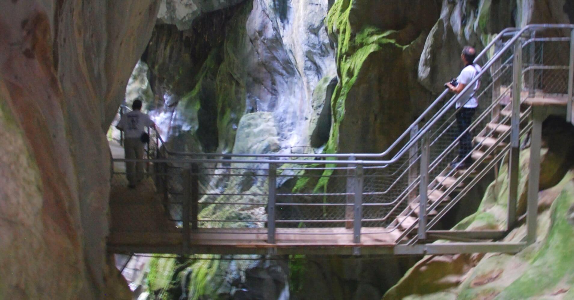 Pasarelas de las Gorges du Pont du Diable. La Vernaz. Alta Saboya. Auvernia-Ródano-Alpes.