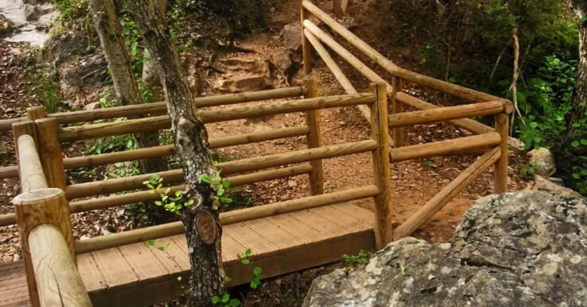 Pasarelas y Puentes de la Subida a la Cascada y Abrigo de La Batanera. Fuencaliente, Ciudad Real.