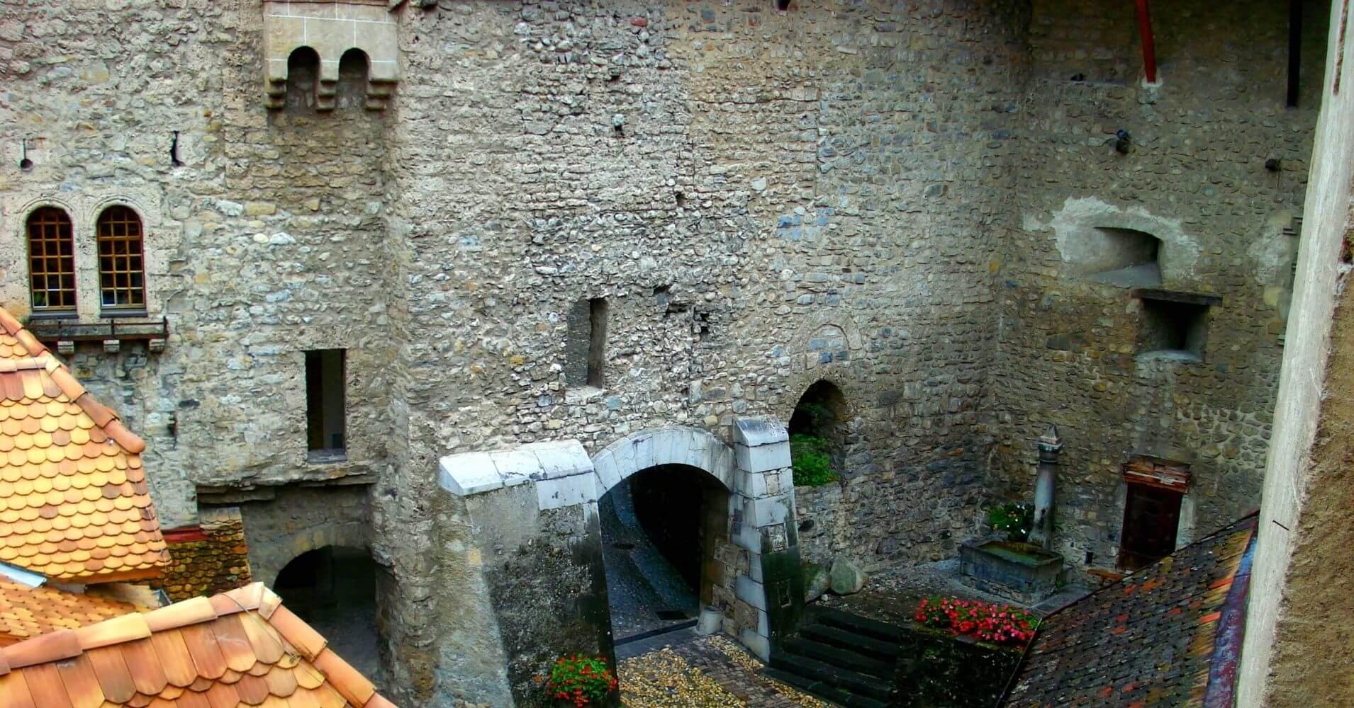 Patio Interior Castillo de Chillón. Lago Lemán. Veytaux, Vadud. Suiza.
