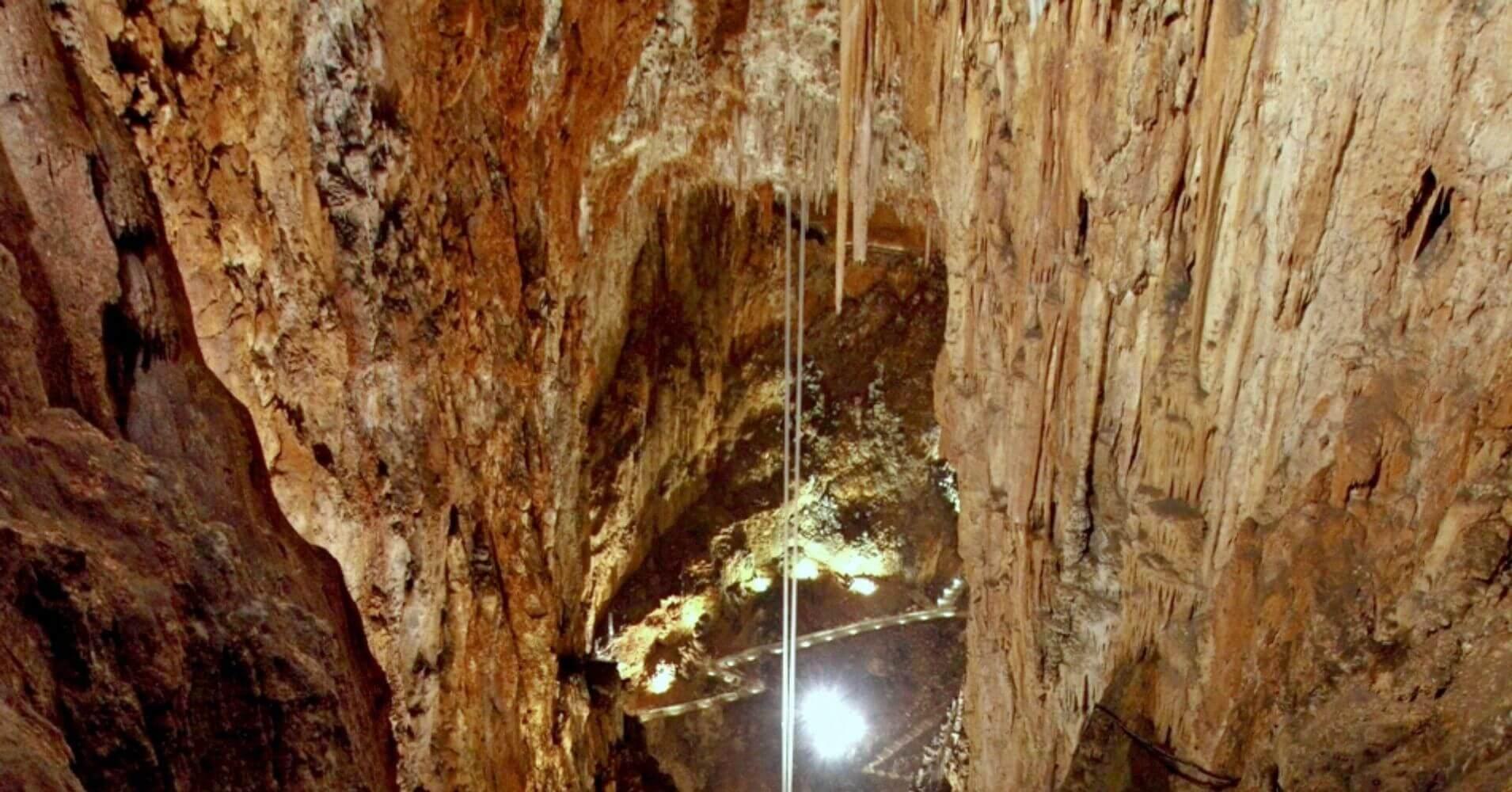 Péndulos Geodésicos. Grotta Gigante, Trieste. Friuli Venecia Julia. Italia.