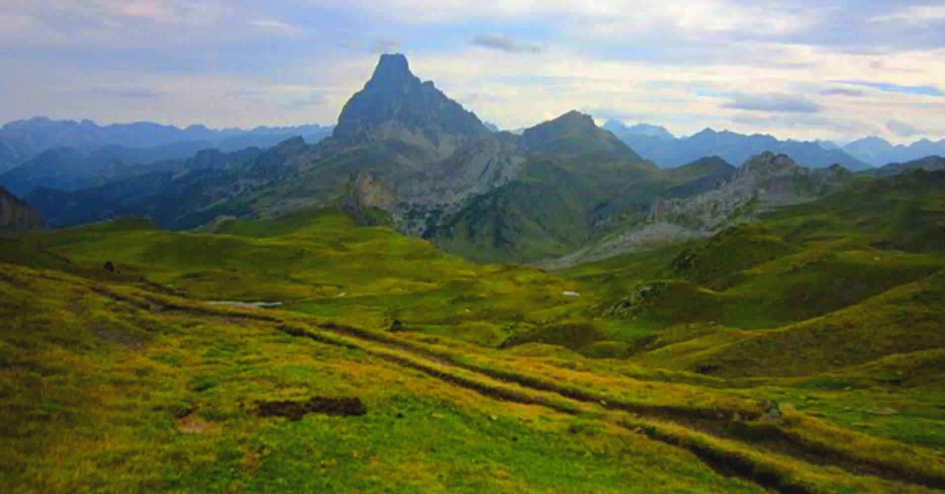 Pico du Midi d' Ossau desde el Col des Moines entre España y el País Frances.