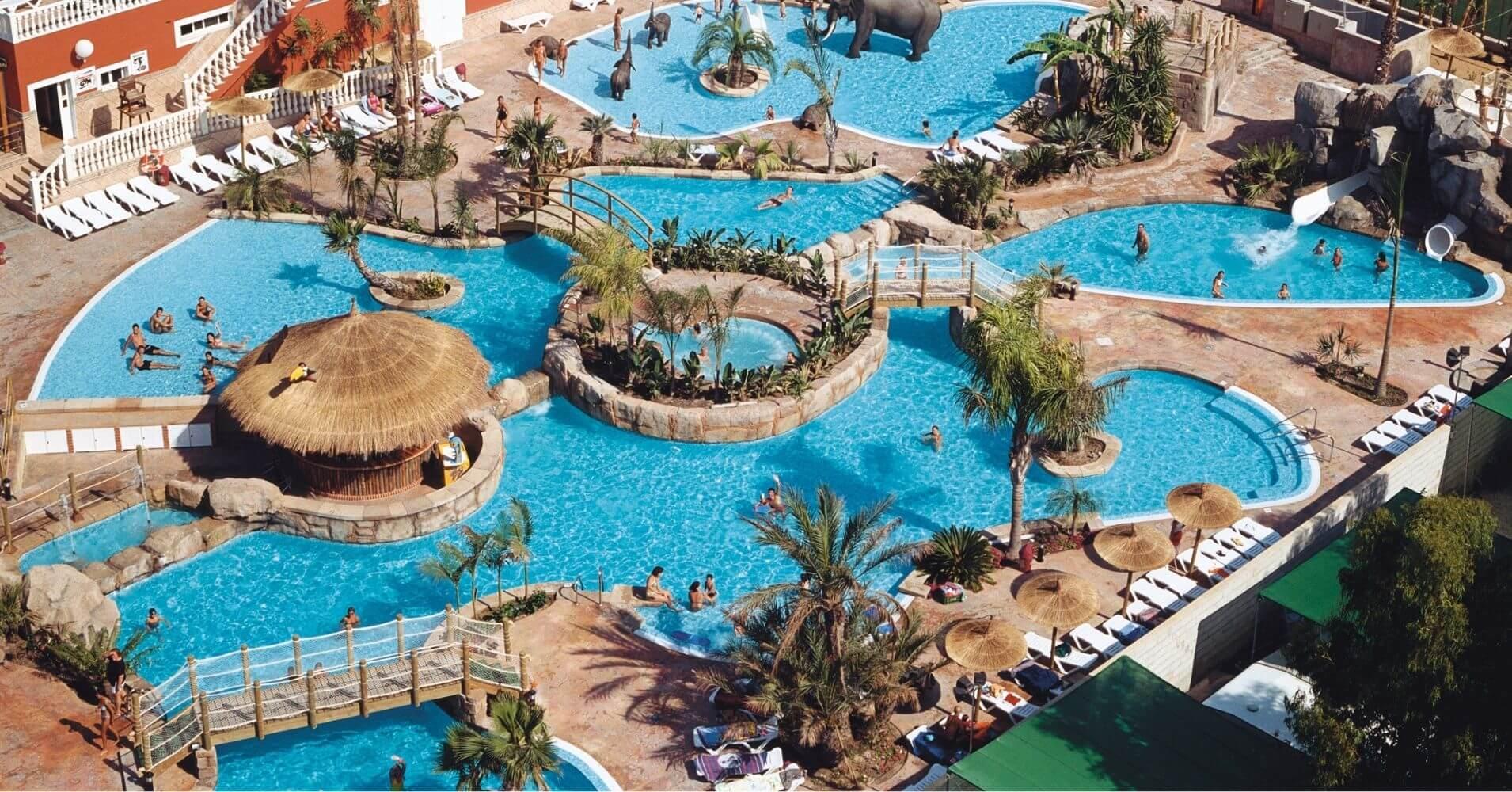 Piscinas del Camping La Marina Resort. La Marina, Elche. Alicante. Comunidad Valenciana. España.