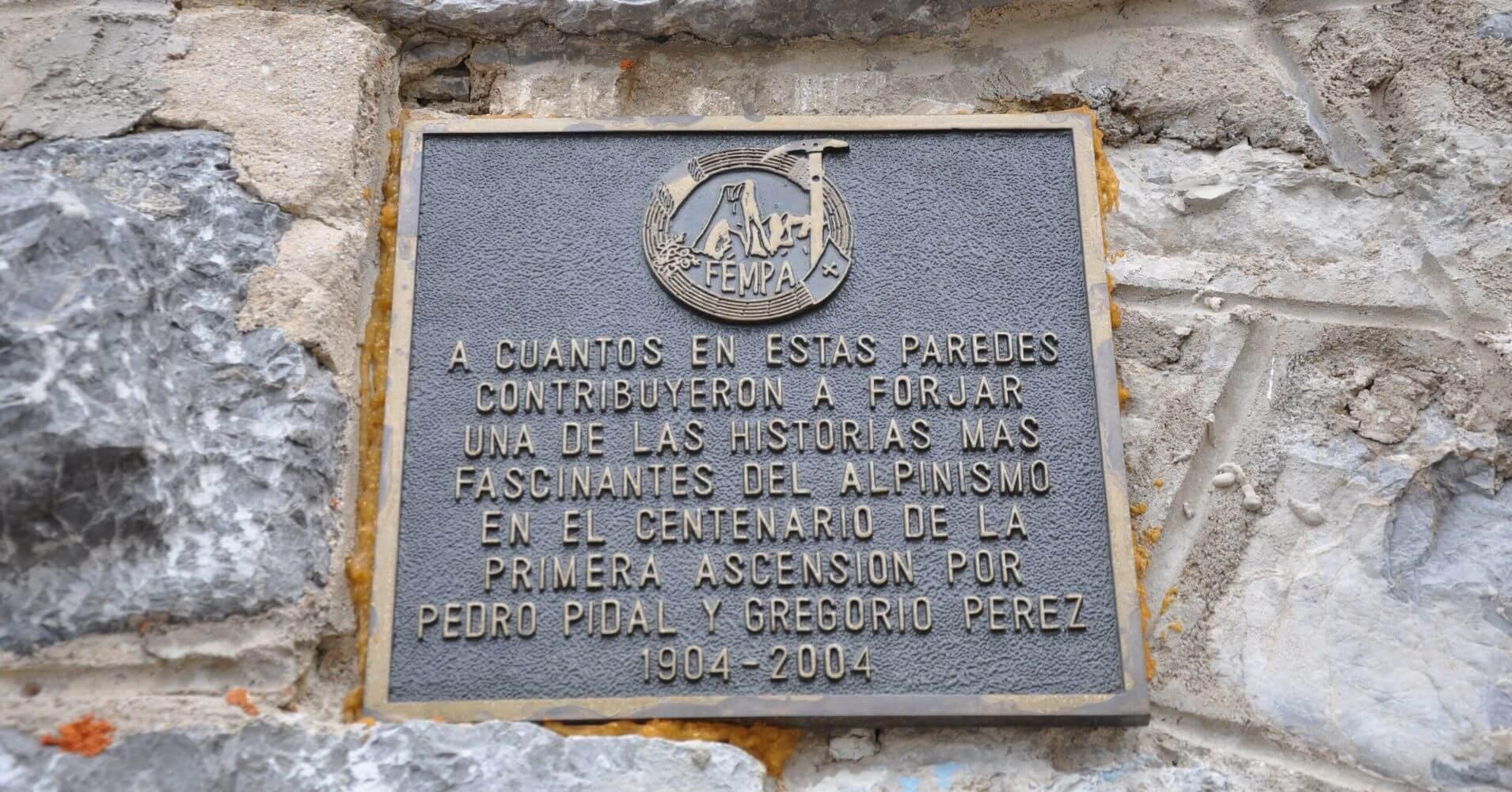 Placa Conmemorativa Refugio Urriellu o Delgado Úbeda. Asturias.