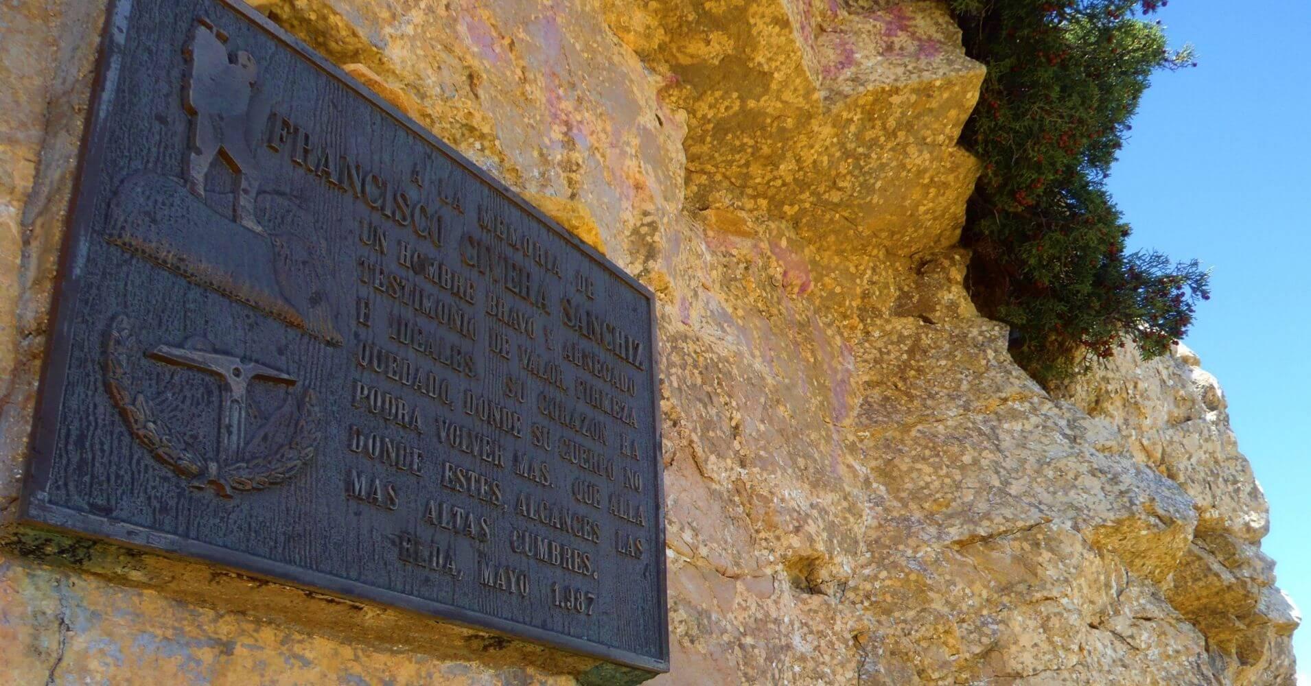 Placa Memoria. Vía Ferrata Norte del Cid. Petrer, Alicante. Comunidad Valenciana.
