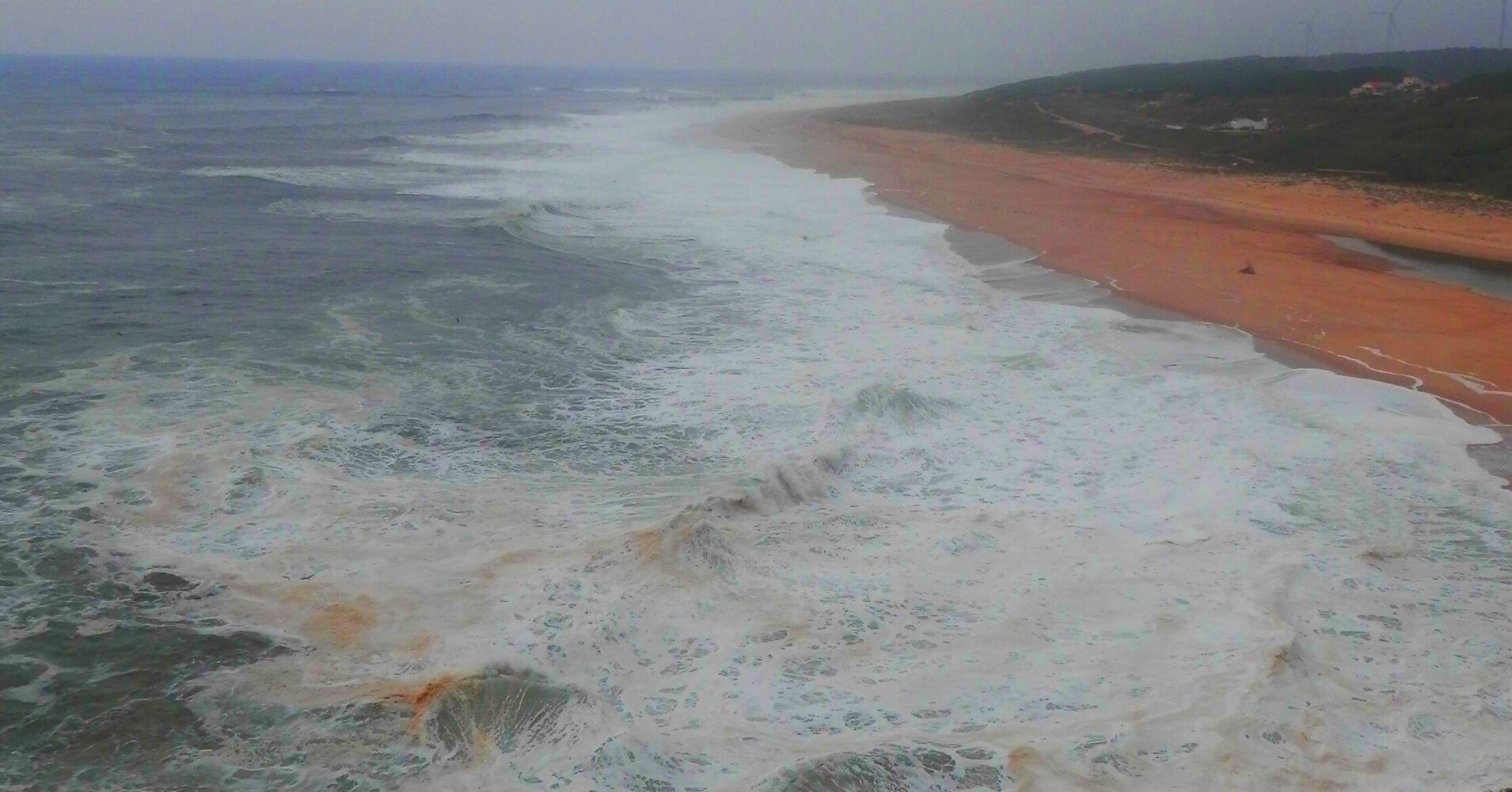 Playa de Nazaré El Sitio de las Olas Gigantes. Portugal.