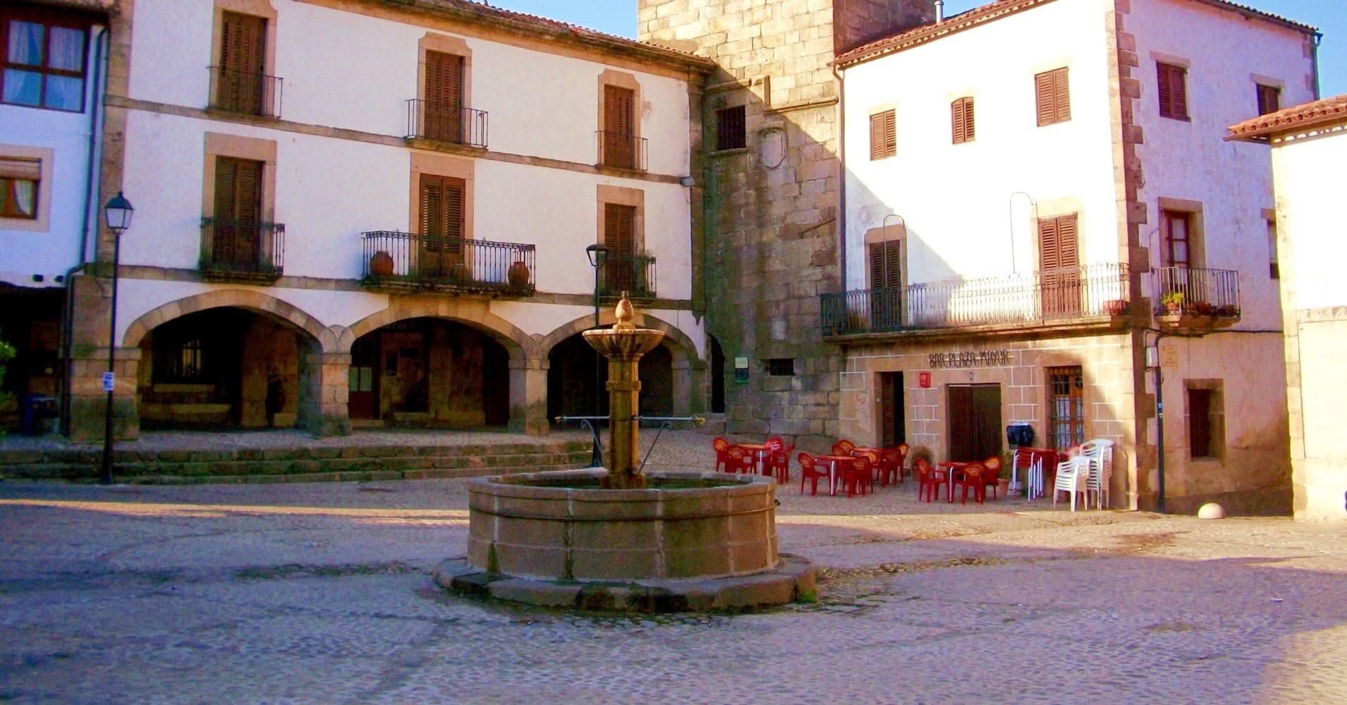 Plaza de San Martín de Trevejo. Sierra de Gata. Cáceres, Extremadura.