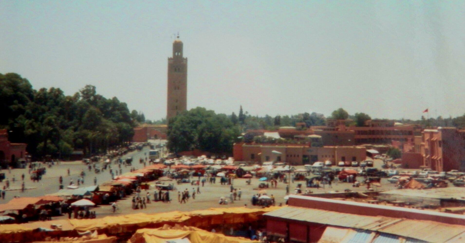 Plaza de Marrakech y la Mezquita Koutoubia. Marruecos.