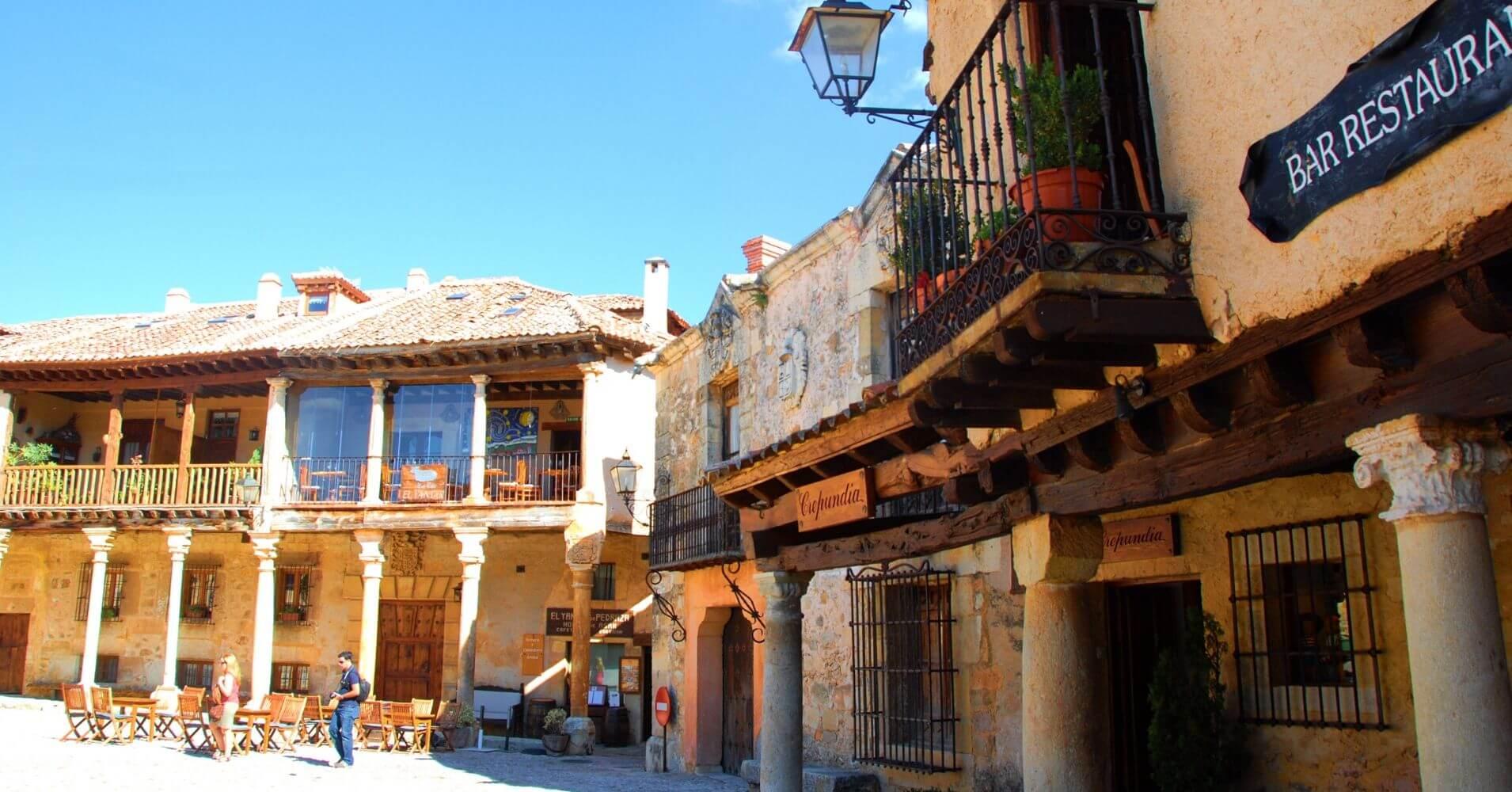 Viajar a España. Plaza Mayor de Pedraza. Segovia. Castilla y León.