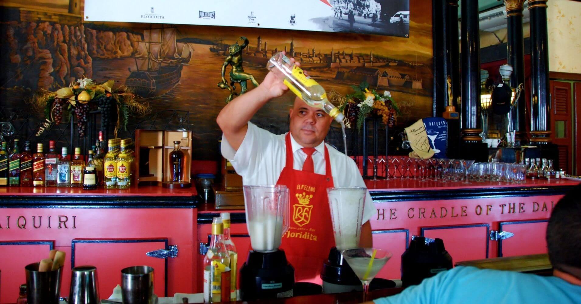 Preparación del Cóctel Daiquiri en La Floridita. La Habana, Cuba.