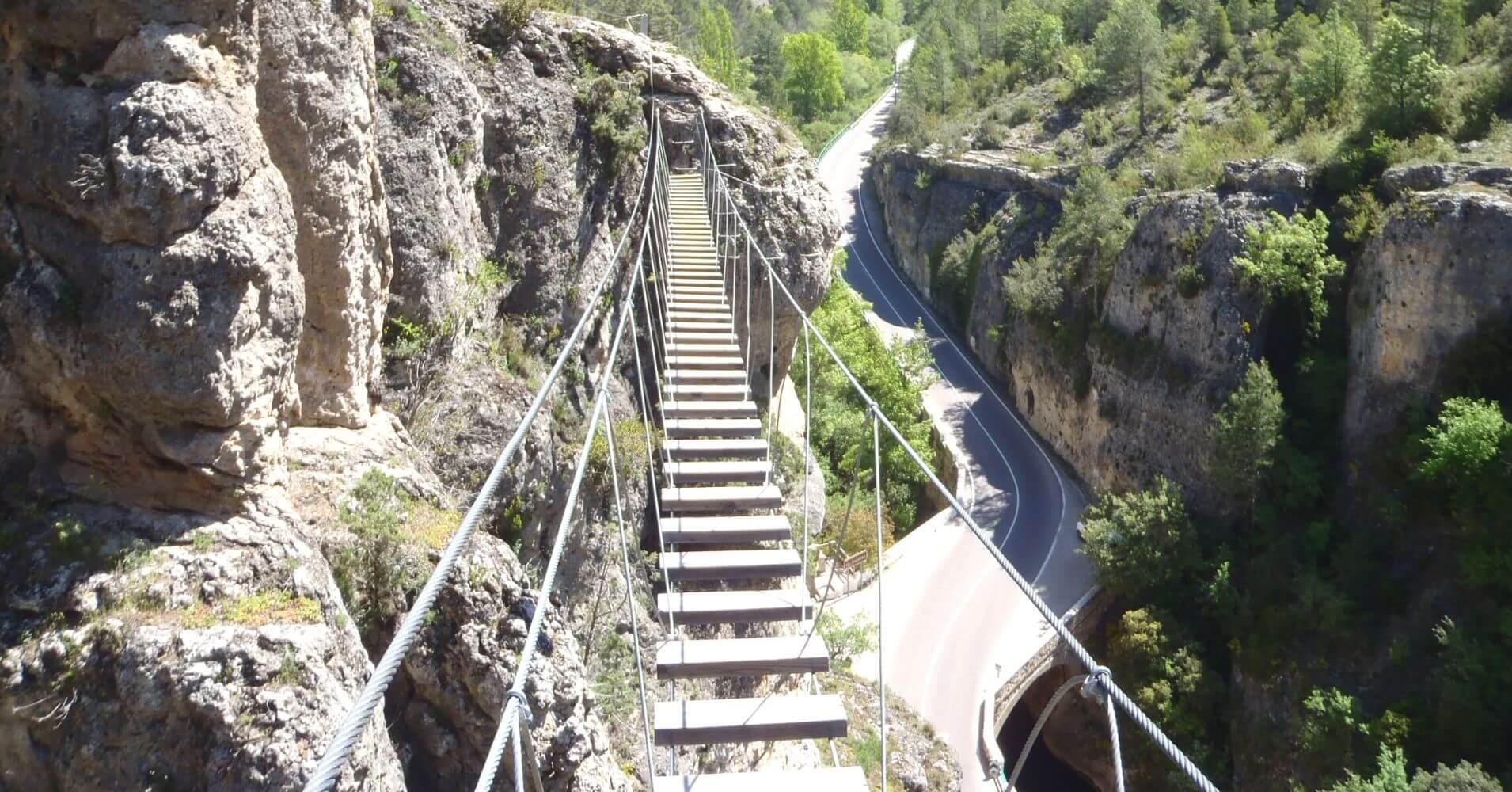 Puente Tibetano en la Vía. Priego, Cuenca. Castilla la Mancha.