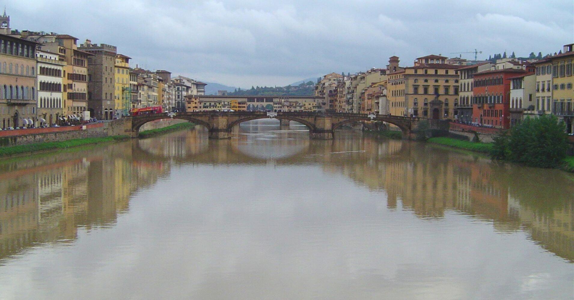 Puentes de la Trinidad y Vecchio. Toscana, Italia.