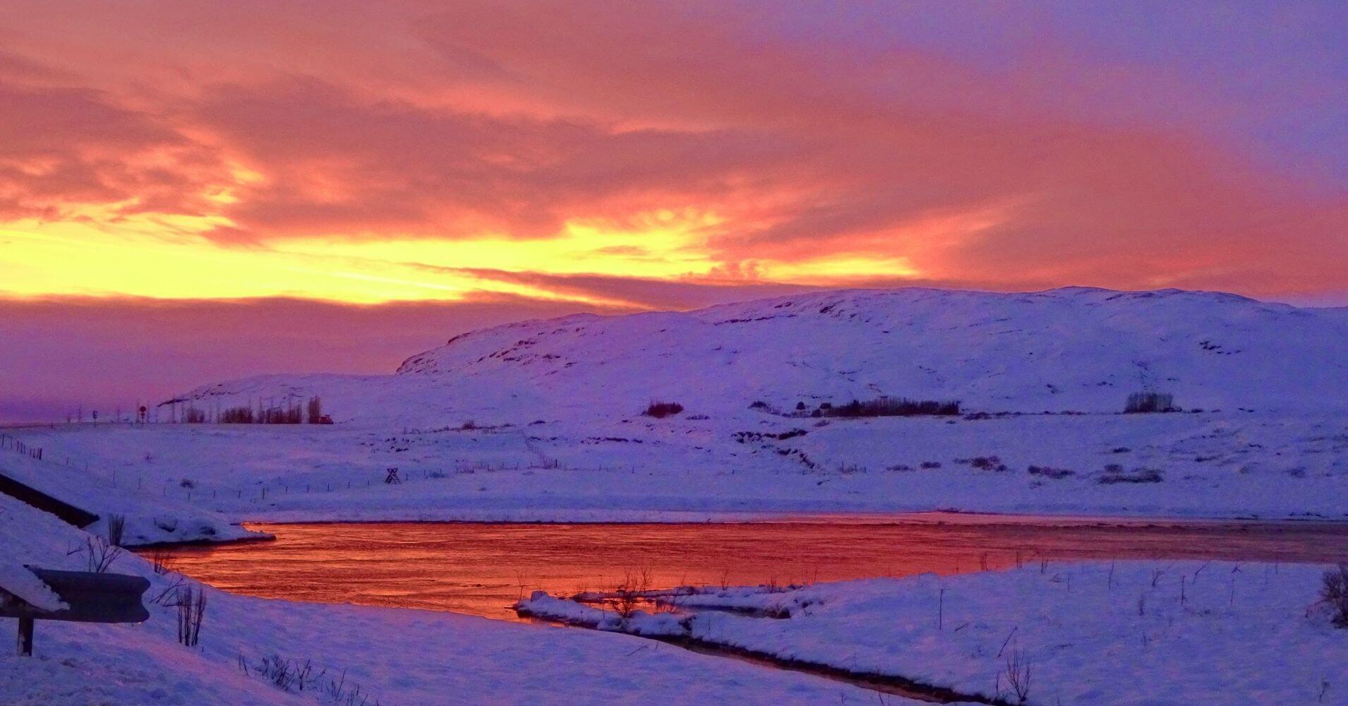 Puesta de Sol de medianoche en el país islandés.