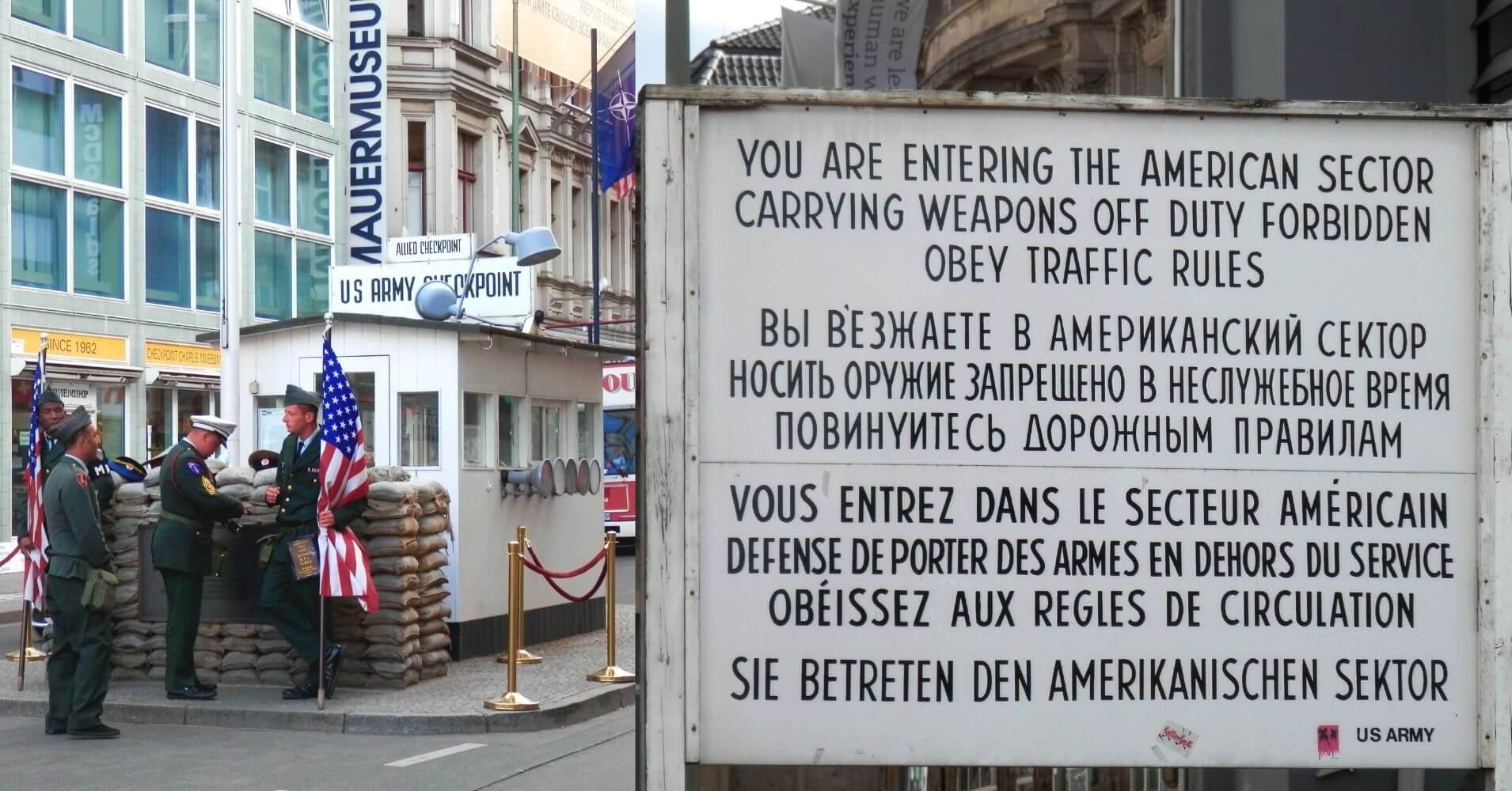 Puesto Fronterizo Checkpoint Charlie. Berlín Cicatrices del Telón de Acero, Alemania.