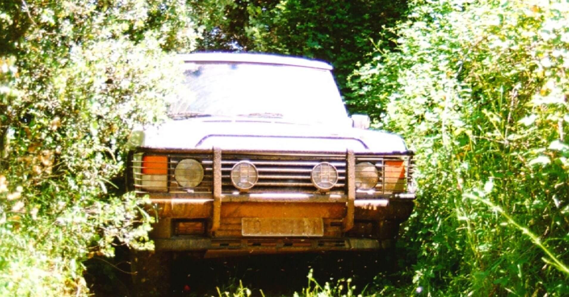 Range Rover entre vegetación. Rutas 4X4 en España.