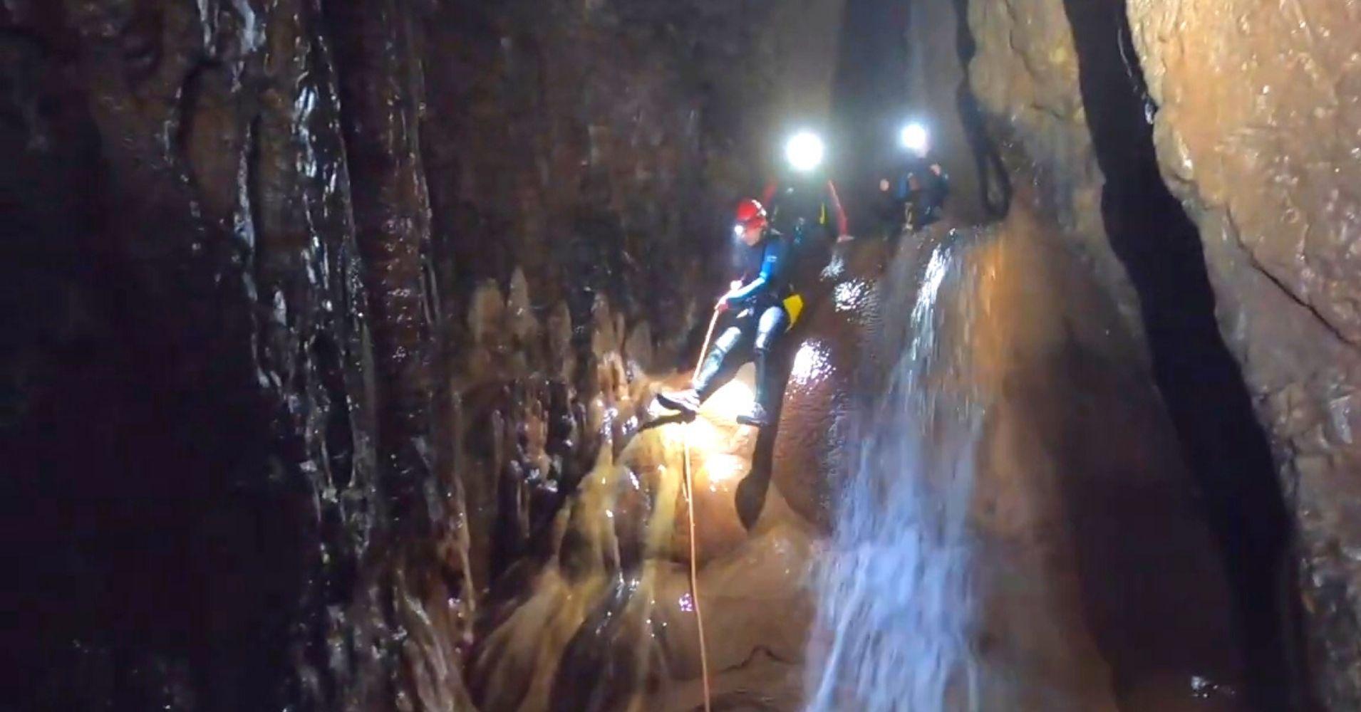 Rapel Espeleobarranquismo Cueva de Valporquero. Vegacervera. León, Castilla y León.