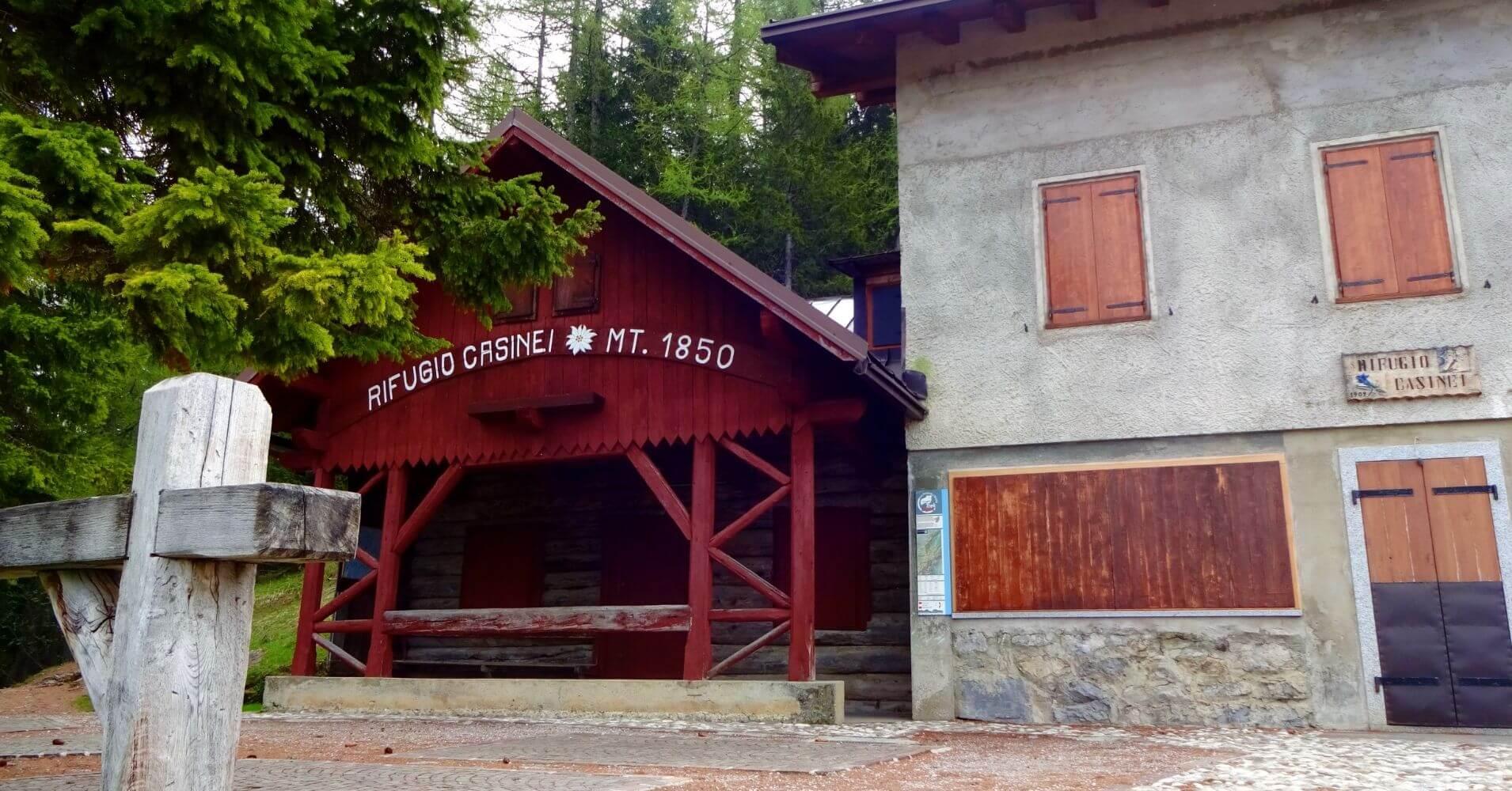 Refugio de Casinei. Dolomitas de Brenta. Madona di Campiglio. Trentino Alto Adigio. Italia.