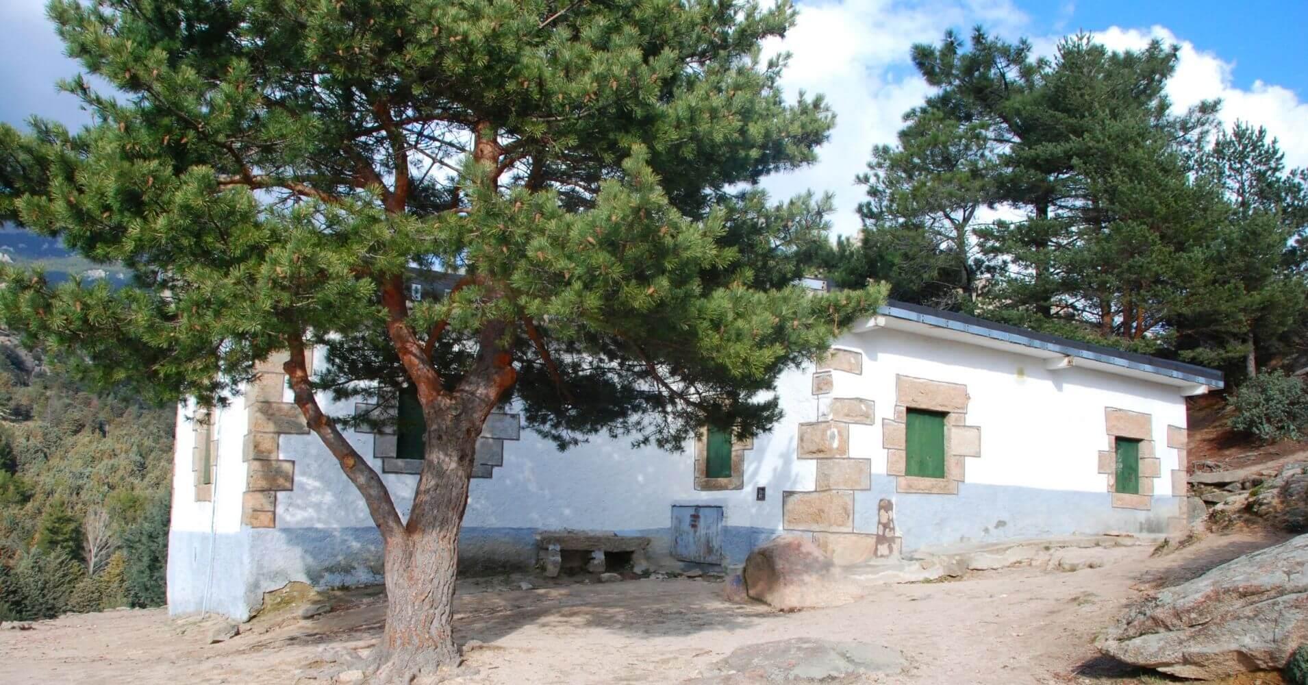Refugio de Giner de los Ríos. La Pedriza. Manzanares El Real. Comunidad de Madrid.