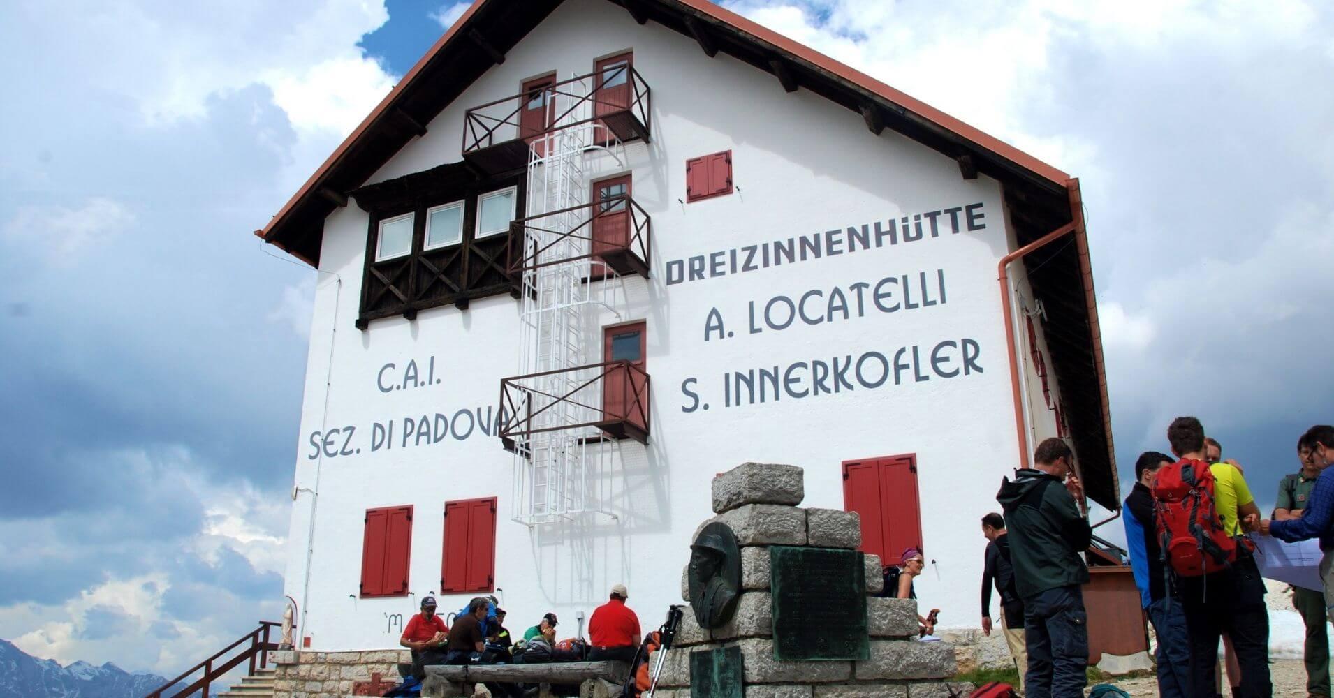 Refugio de Locateli. Alpes Dolomitas, Tres Cimas de Lavaredo. Belluno, Véneto. Italia.