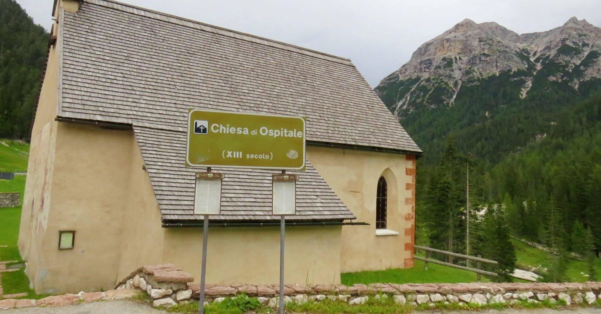 Refugio e Iglesia de Ospitale en Cortina d' Ampezo. Véneto. Italia.