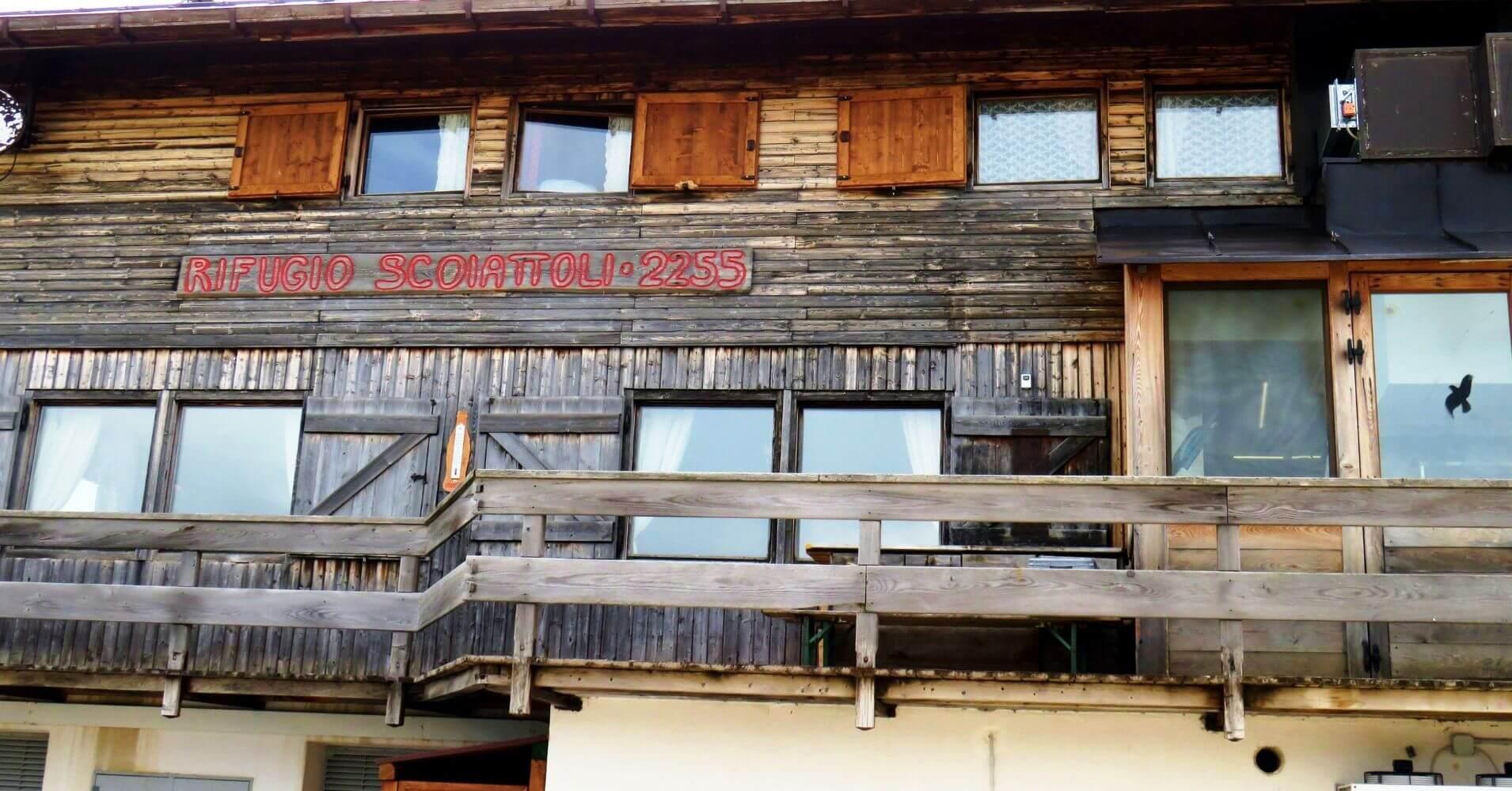 Refugio Scoiatolli. Cique Torri, Cinco Torres. Dolomitas, Cortina d' Ampezzo. Belluno, Véneto. Italia.