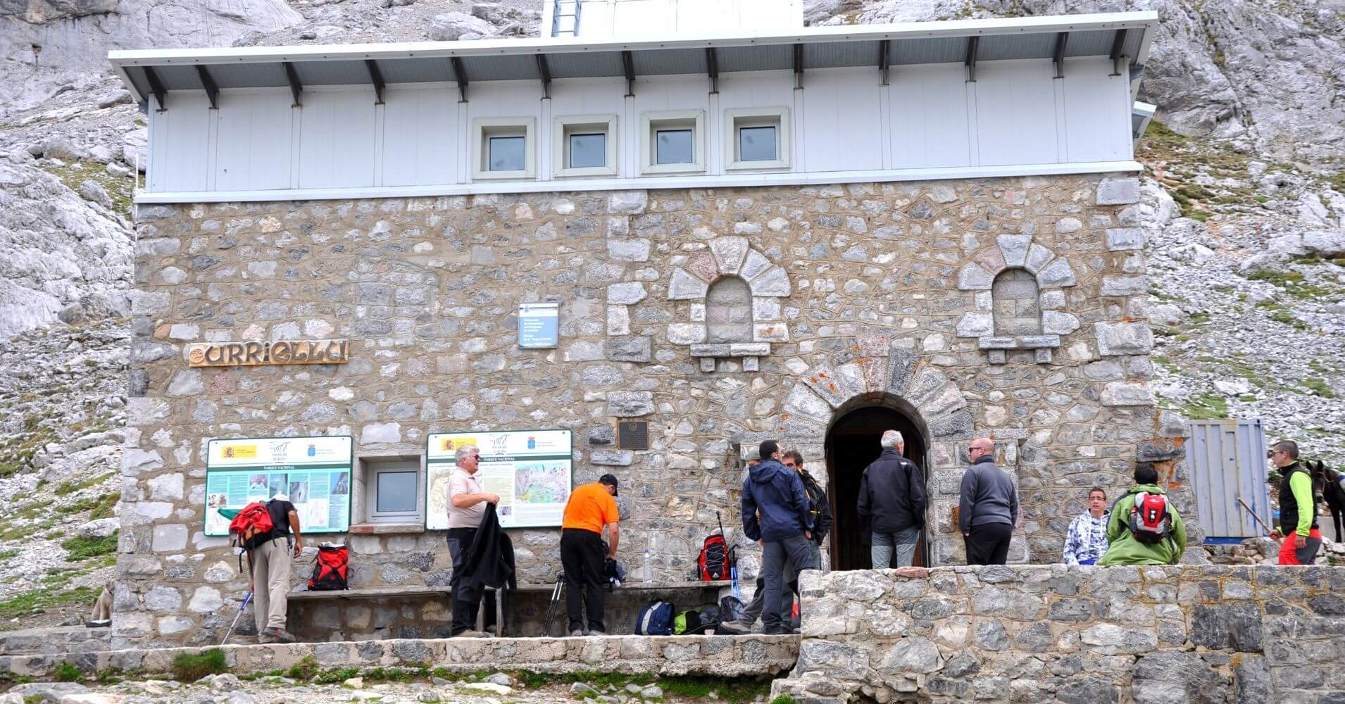 Refugio Urriellu o Delgado Úbeda. Travesía de Picos de Europa. Asturias.