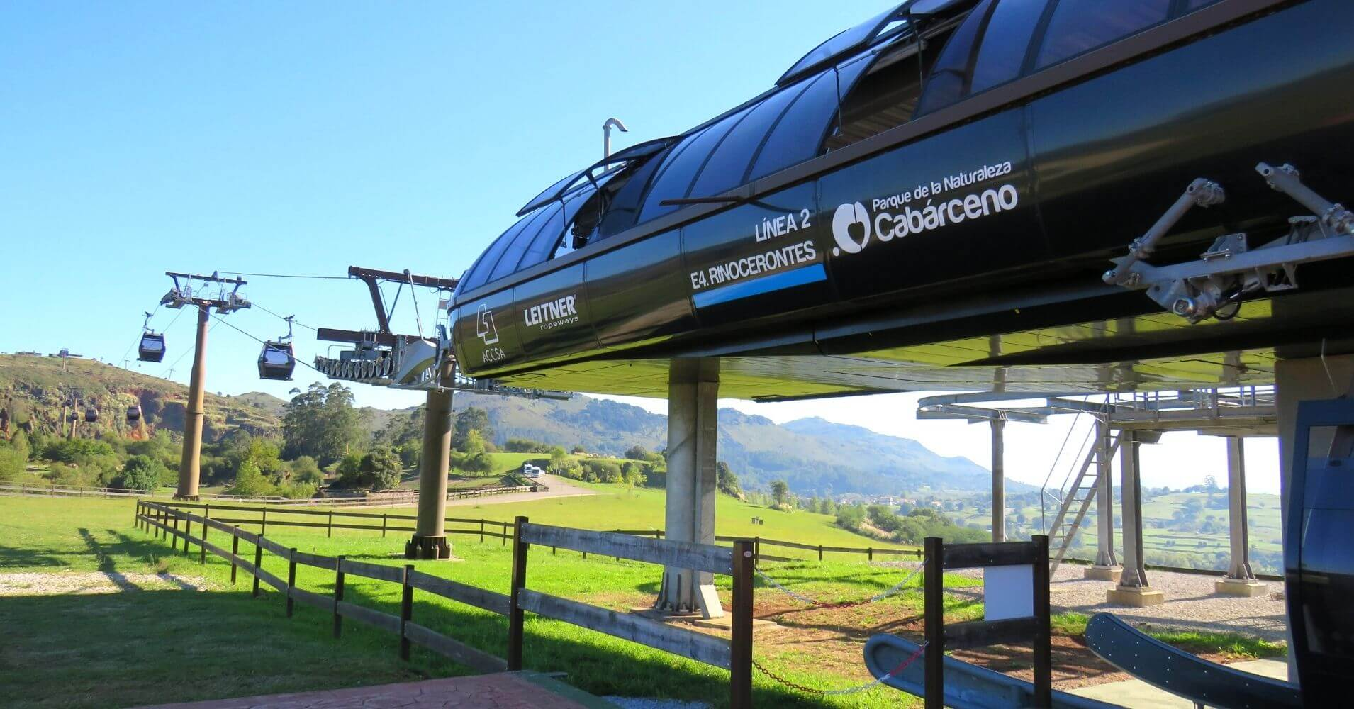 Remonte al Mirador del Parque de la Naturaleza de Cabárceno. Obregón, Cantabria.