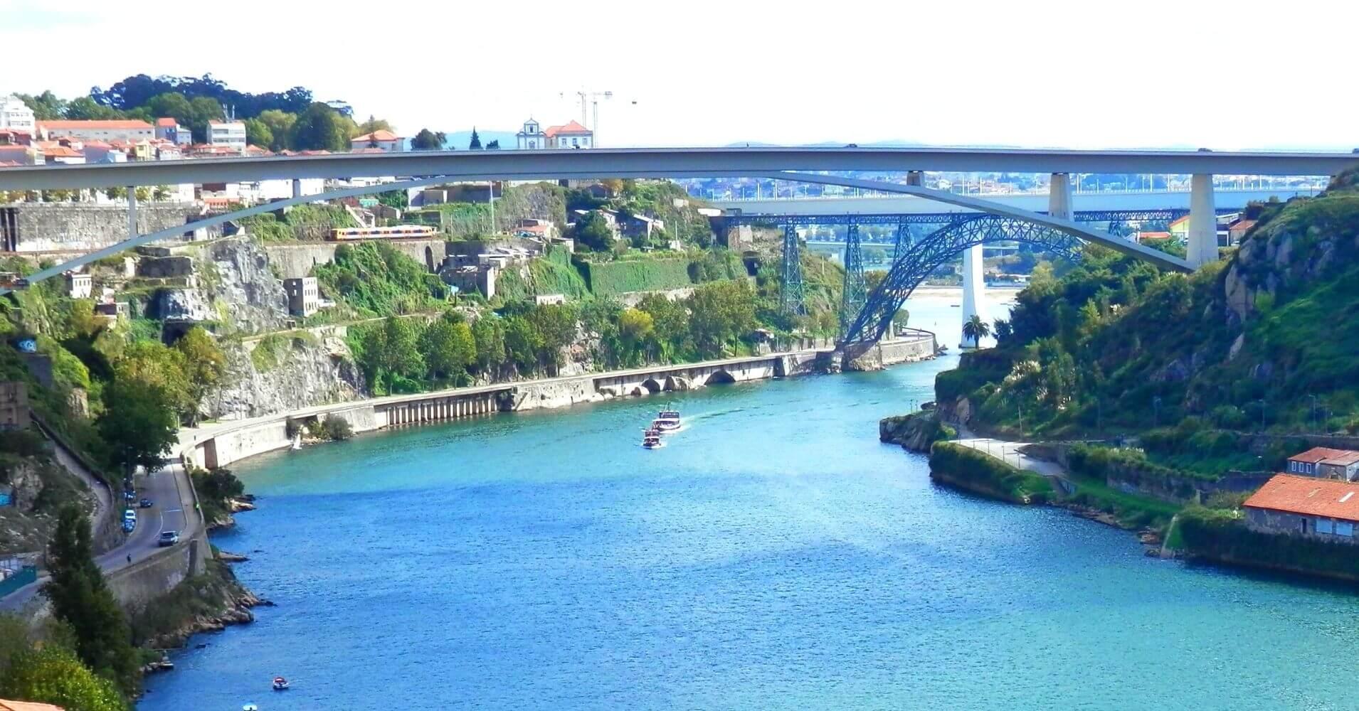 Río Duero y Puente de Luis I. Porto Escenario de Saudade. Oporto, Portugal.