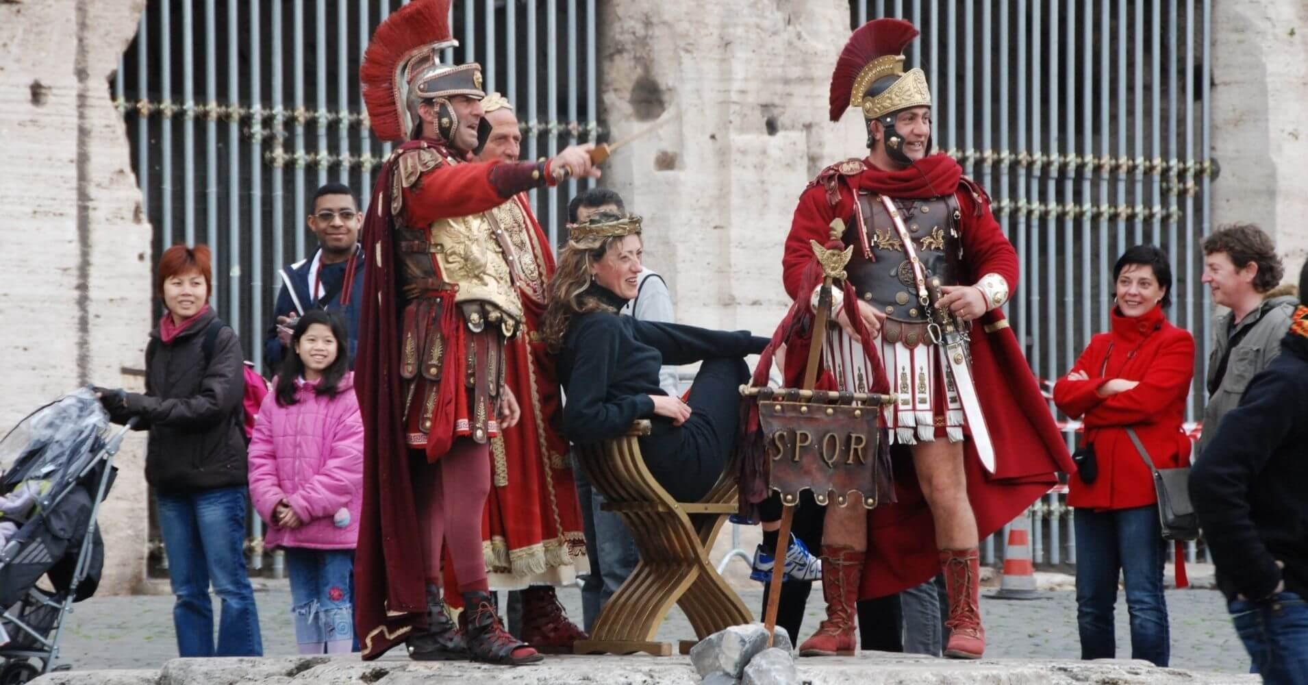 Romanos en el Coliseo. Roma, Lacio. Italia.