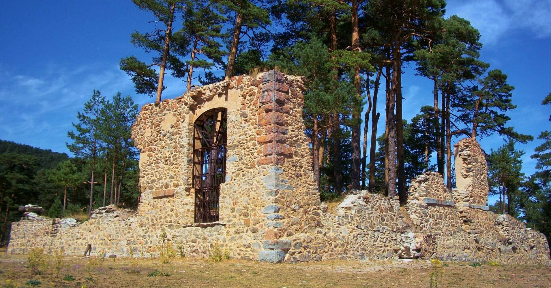 Ruinas de la Casa Eraso. Convento de Casarás. Valsaín, Segovia. Castilla y León.