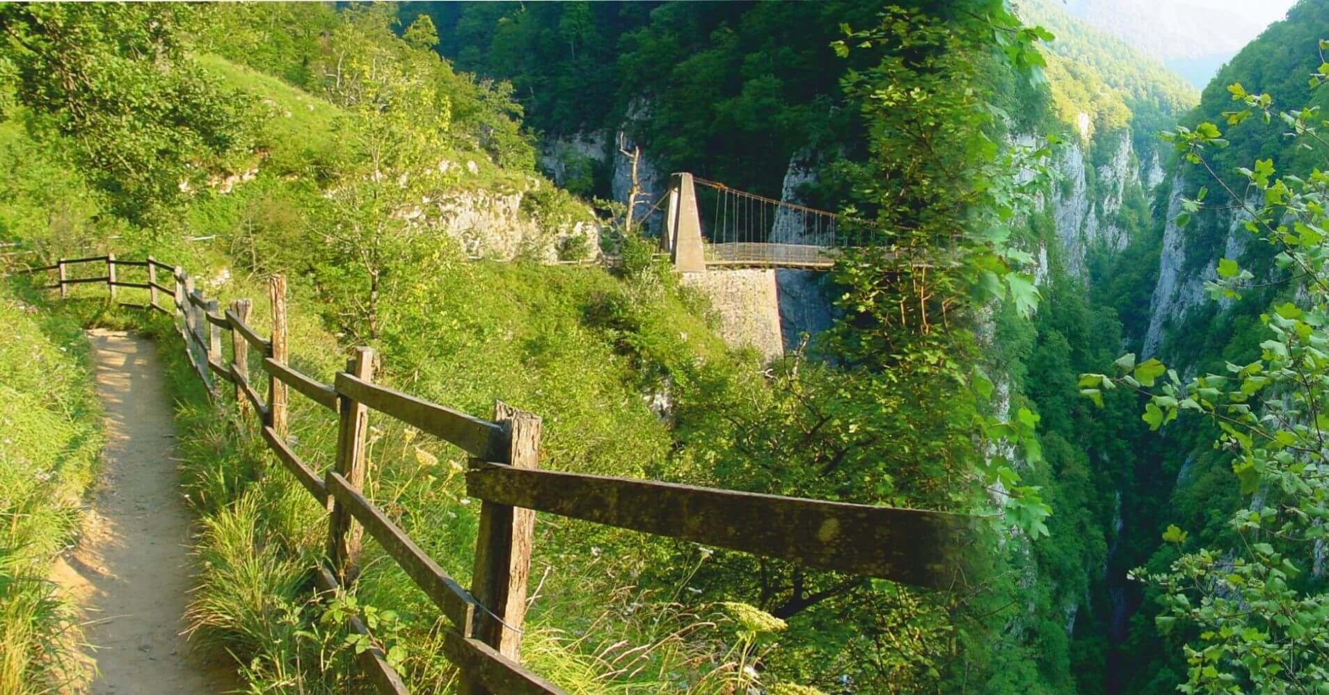 Ruta Garganta y Pasarela de Gorges de Holzarte. Larrau, Pirineos Atlánticos. Nueva Aquitania. Francia.