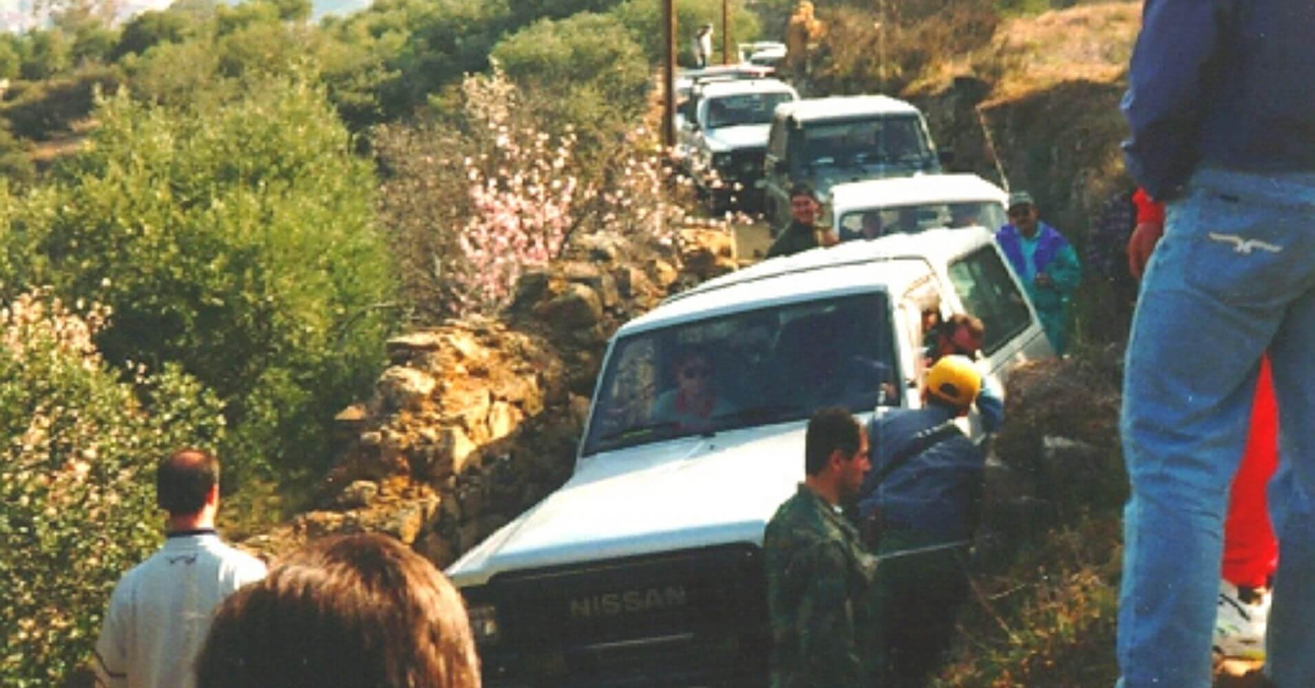 Caravana de 4X4 en ruta.