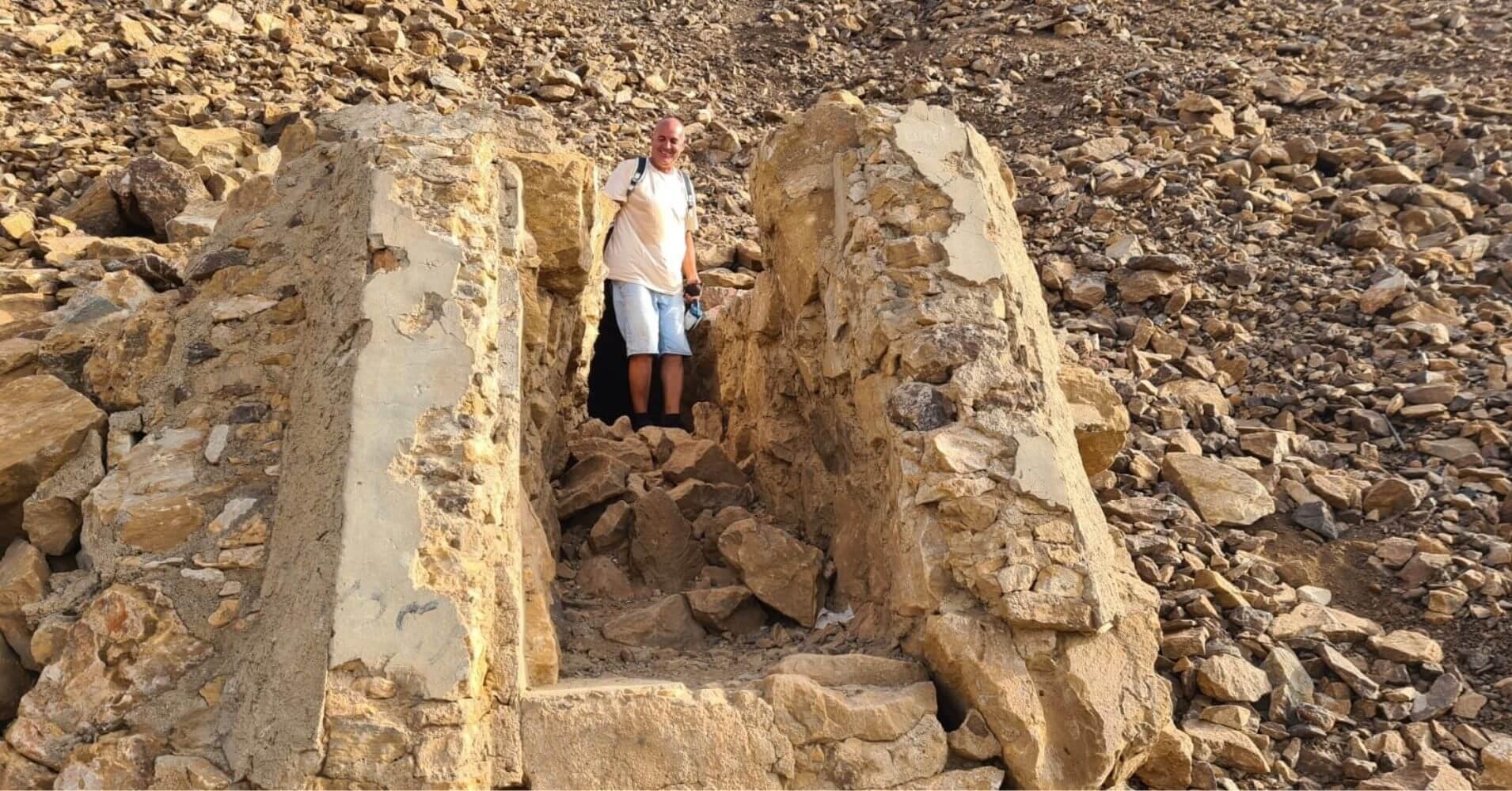 Salida del la Cueva de los Champiñones. Paisaje Protegido Cabezo Gordo. Torre Pacheco. Murcia.