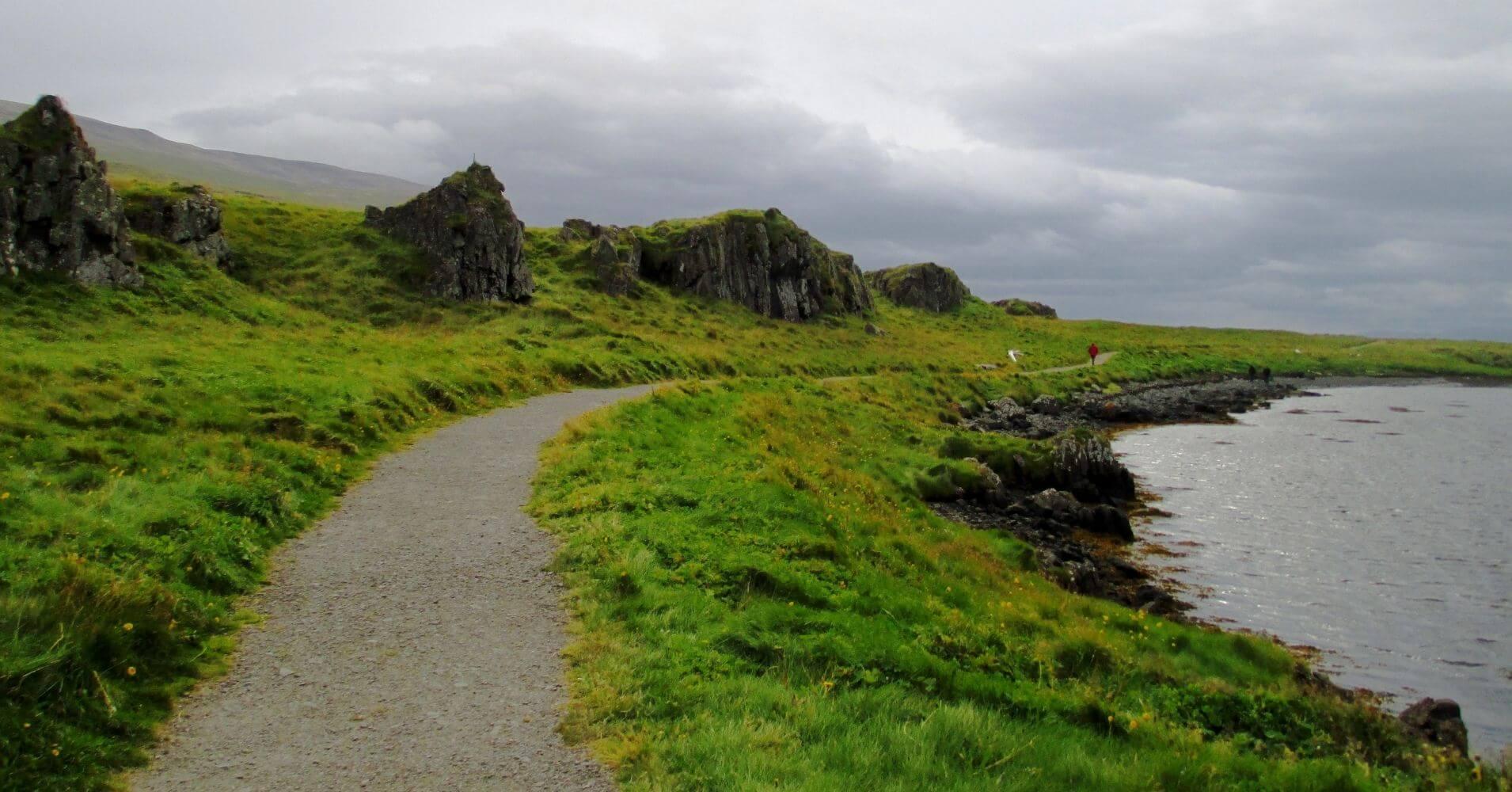 Sendero en Hvammstangi. Norðurland Vestra. Islandia.