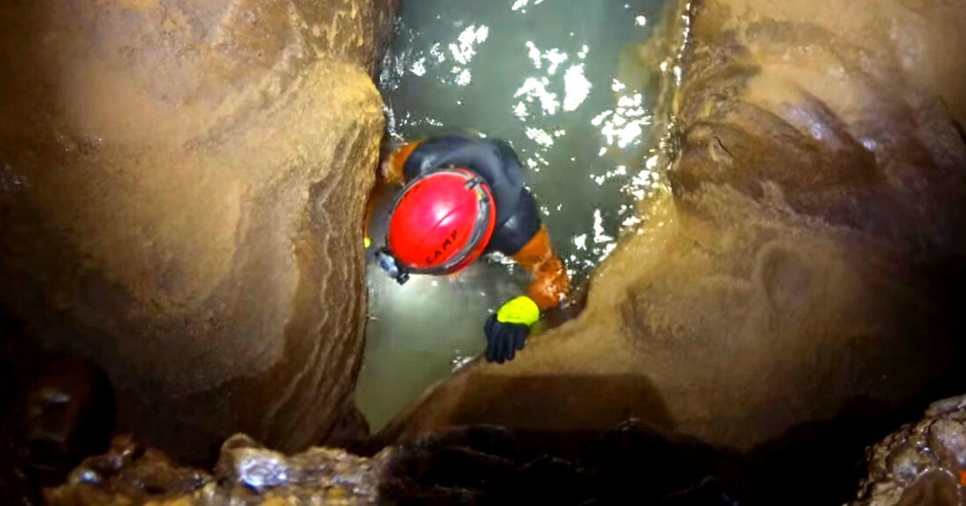 Sifón en Espeleobarranquismo Cueva de Valporquero. Vegacervera, León. Castilla y León.