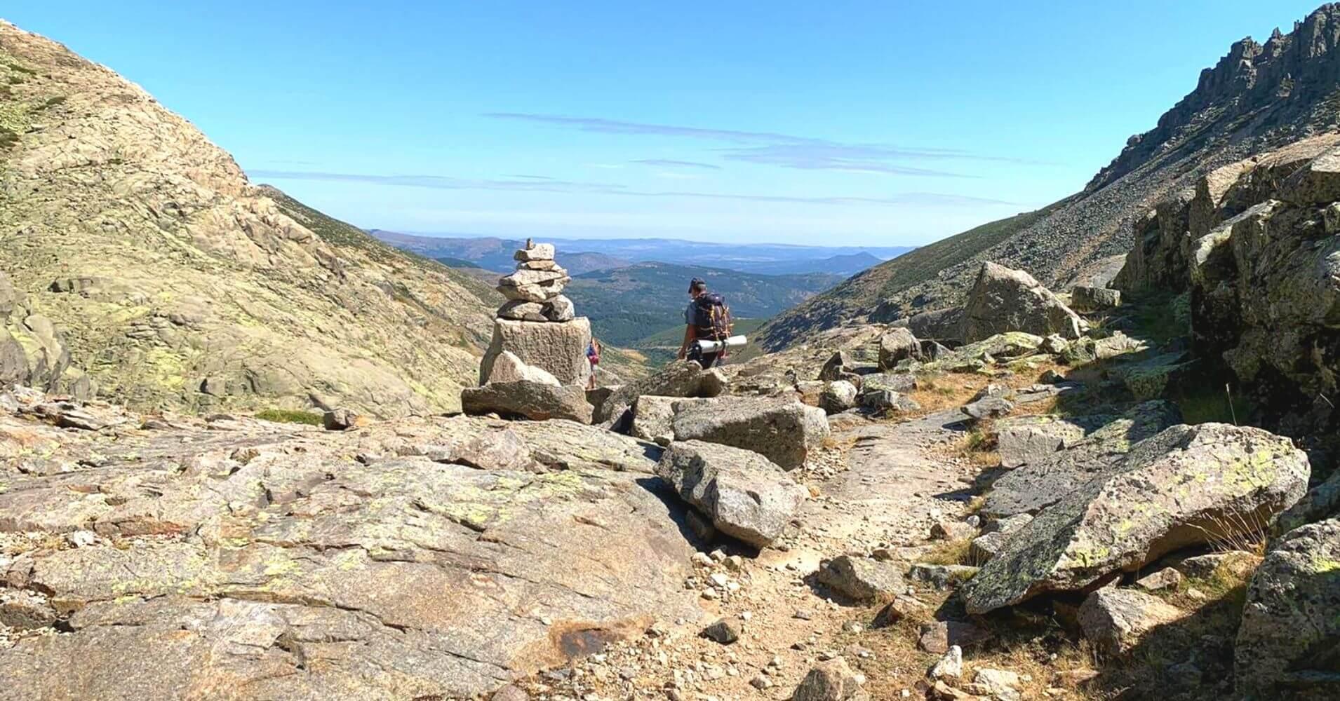 Siguiendo los Hitos hacia La Azagaya. Sierra de Gredos. Ávila, Castilla y León.
