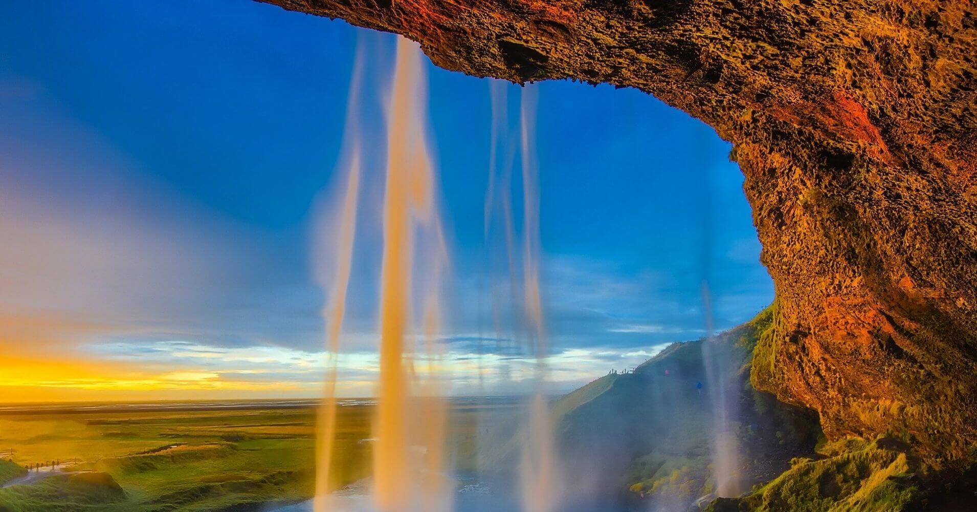 Sol de Media Noche. Cascadas de Islandia.