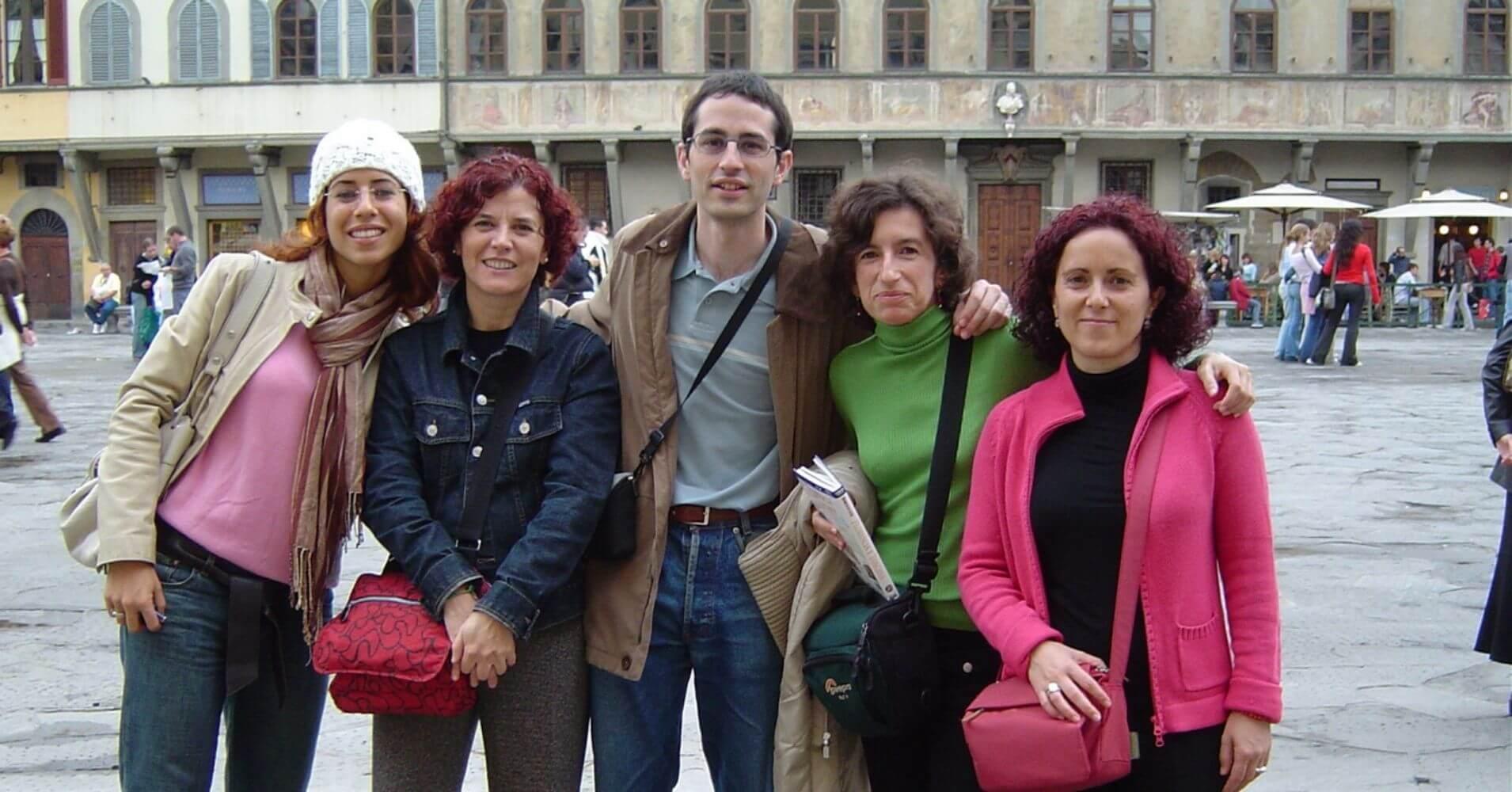 Todos en la Plaza San Croce. Florencia. Toscana, Italia.
