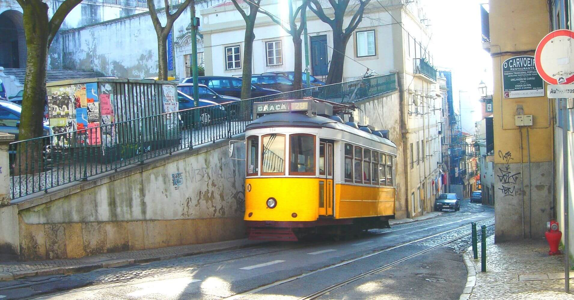 Tranvía Barrio de Chiado. Lisboa, Portugal.