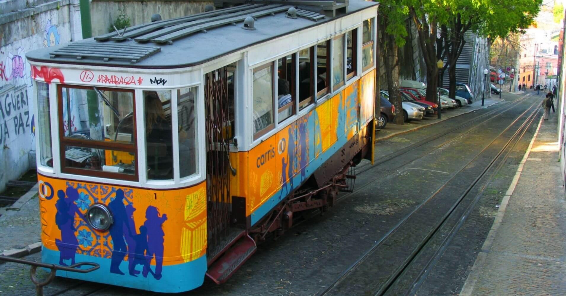 Tranvía Chiado Lisboa Corazón de Fado. Portugal.