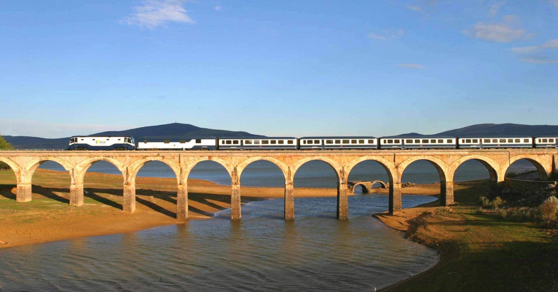 Tren Turístico del Norte de España. El Transcantabrico.