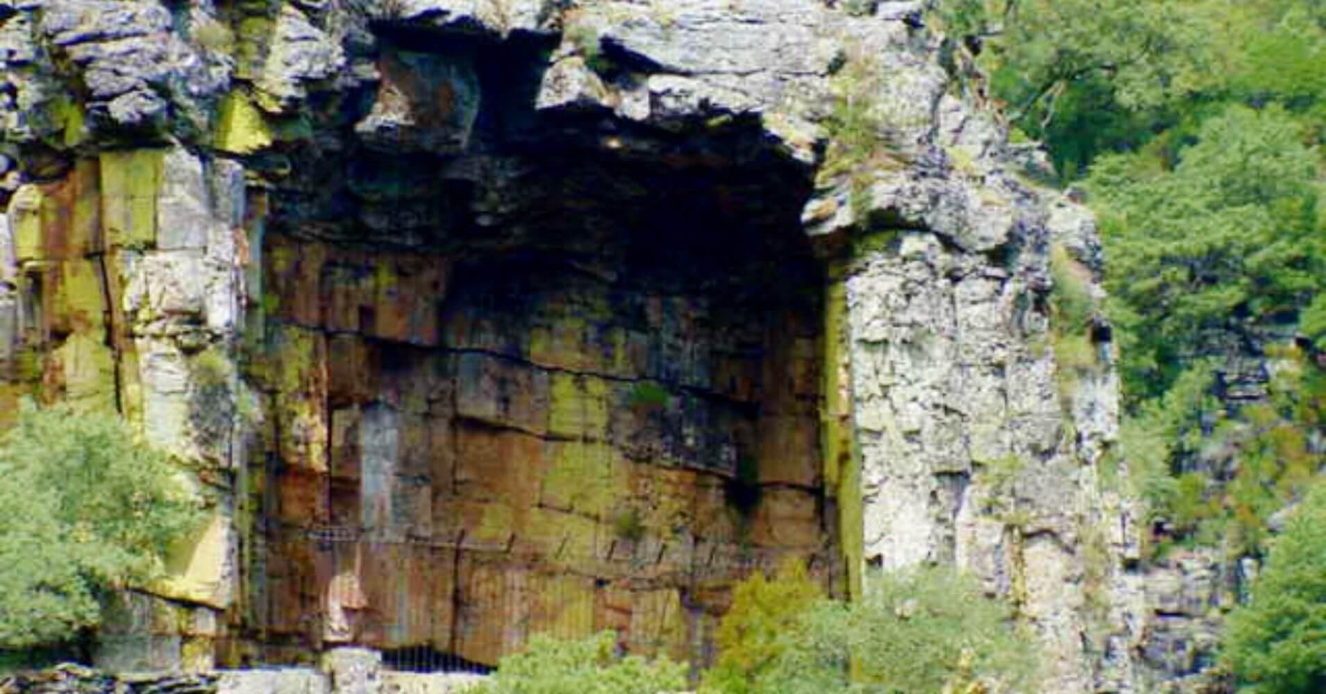 Umbría Cueva del Cristo. Las Batuecas, Salamanca. Castilla y León.
